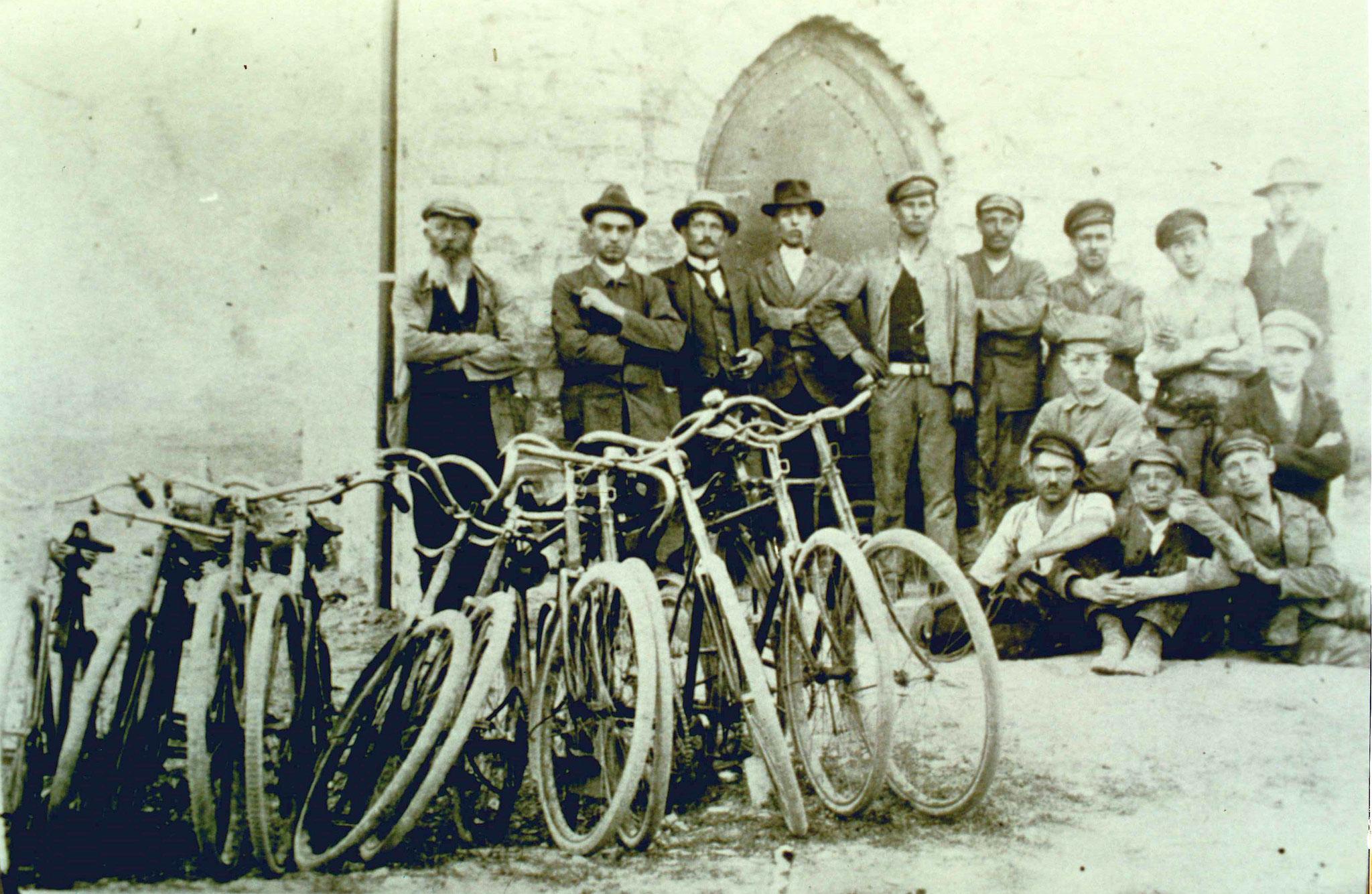Bauarbeiter im Jahre 1921 am Erweiterungsbau der Antoniuskapelle