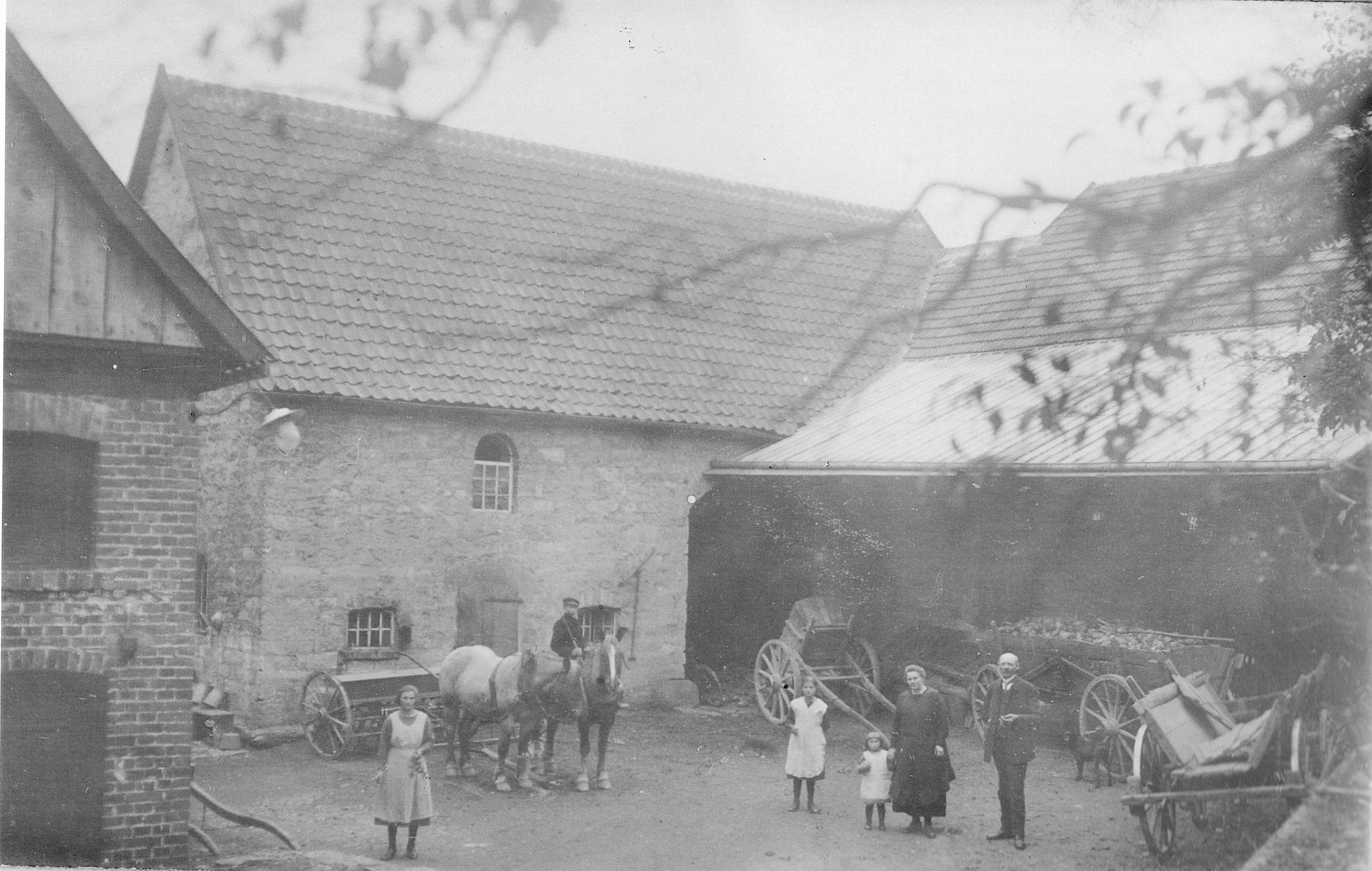 Der Hof Hövelmann in Oberbergheim um 1920