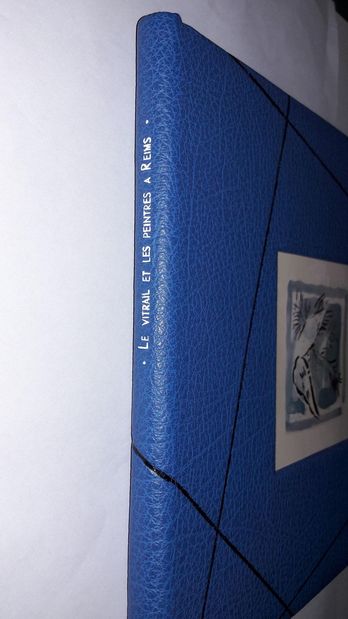 titrage de l'ouvrage au dos avec de l'oeser blanc de chez Alivon.