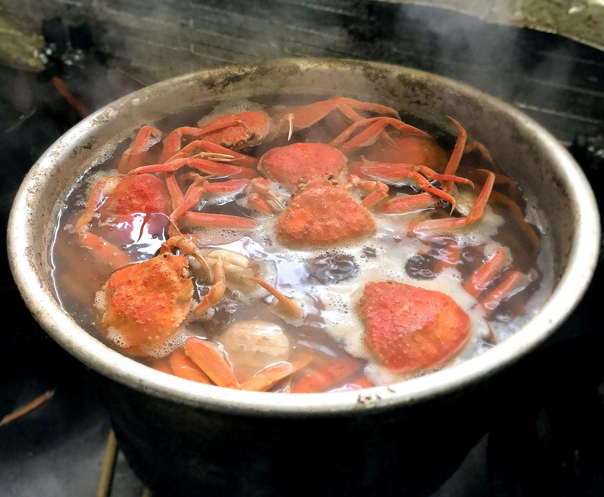 ずわい蟹は福井市中央卸売市場より仕入れ、当店で美味しく茹でています♪