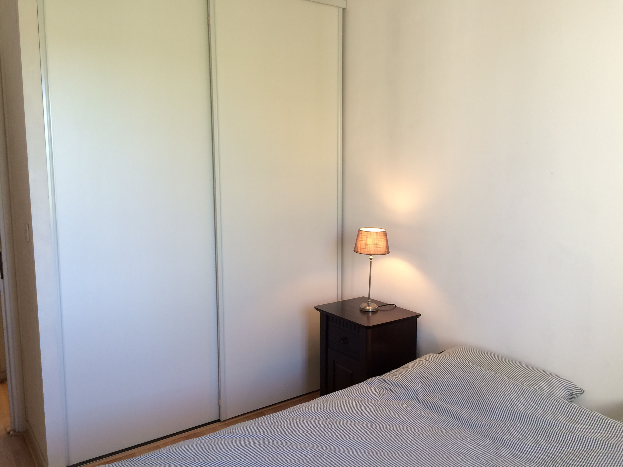 Slaapkamer 1 met vaste kasten
