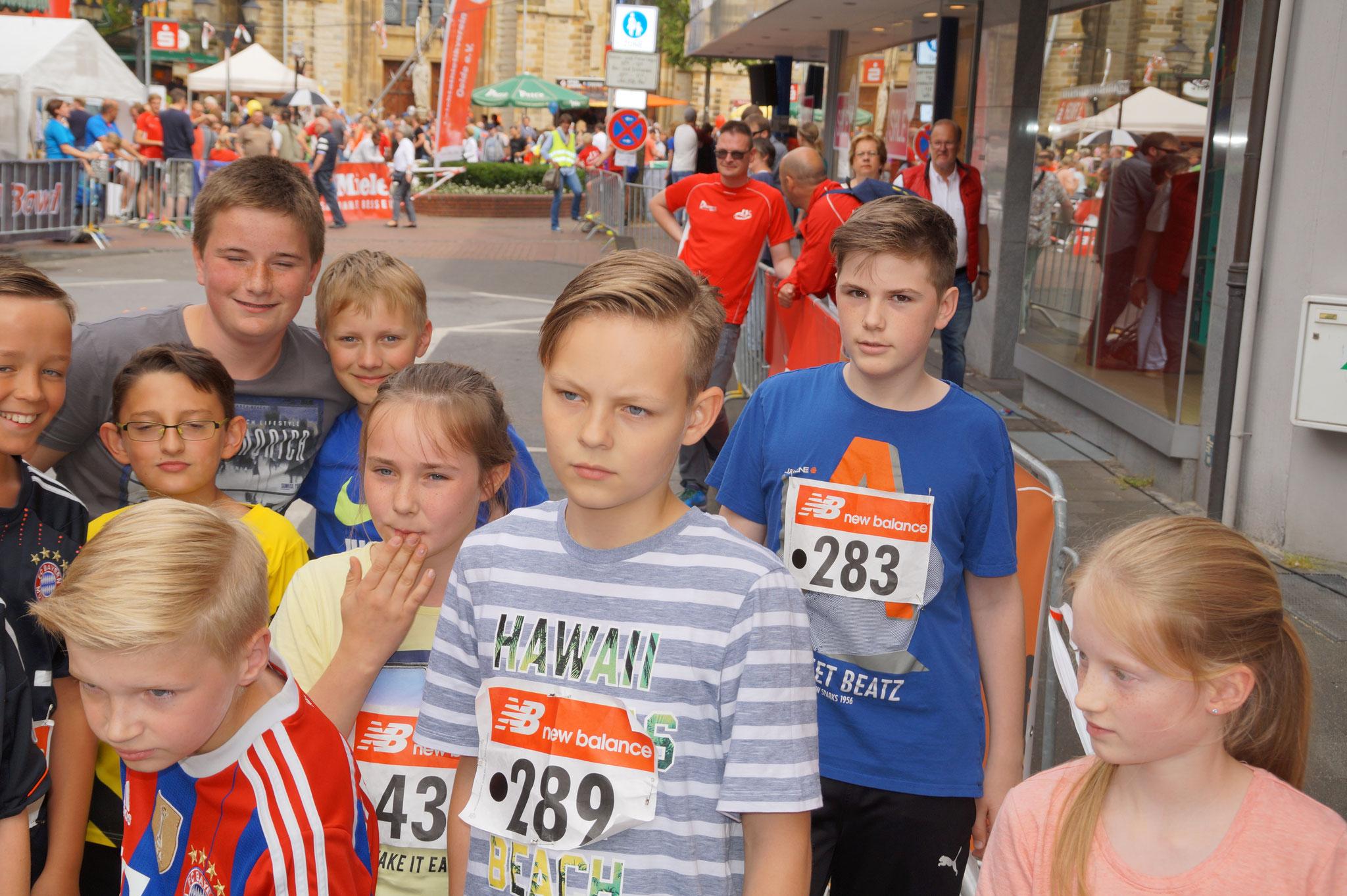Jonas, Colin, Cengiz, Fynn, Noah, Leon - Start vor den 1500m