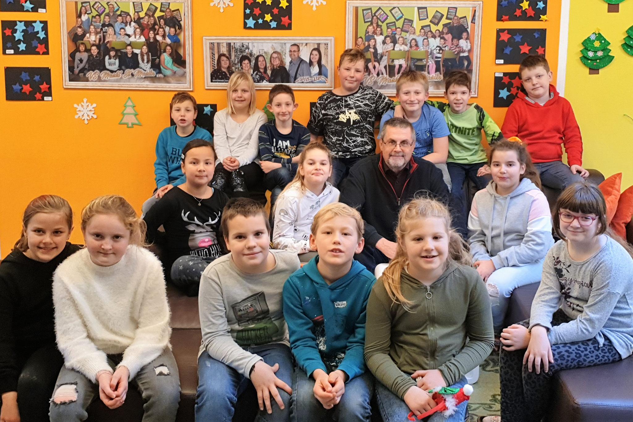 2019-20 _ 2. Klasse mit Ass.Lehrer Gerhard Kappacher