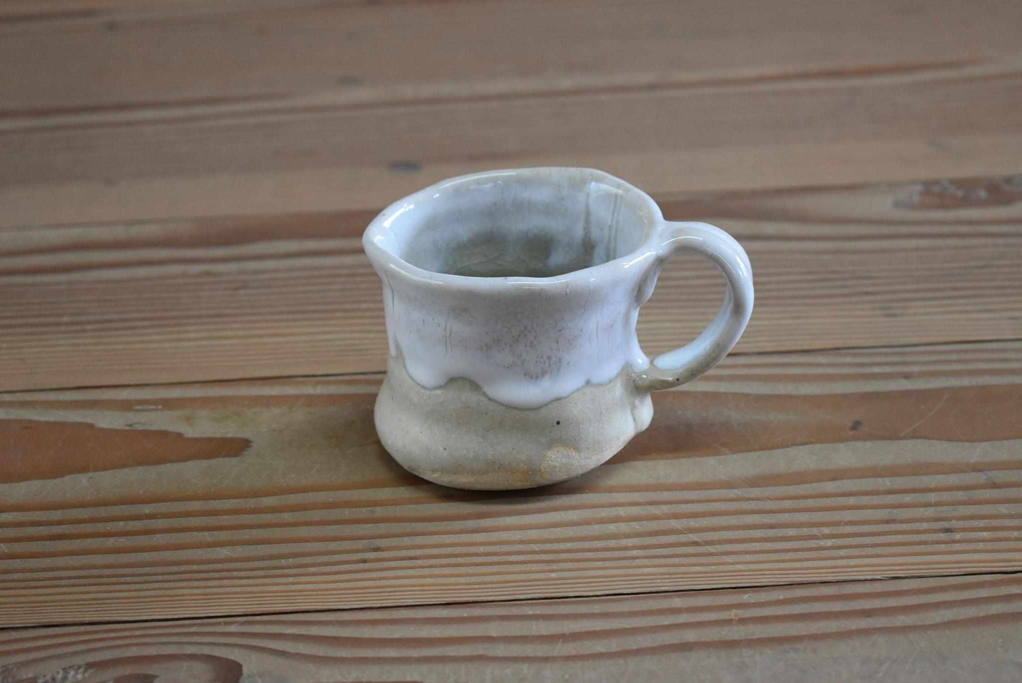 カップ:白土におふけ釉、口元に白マット釉