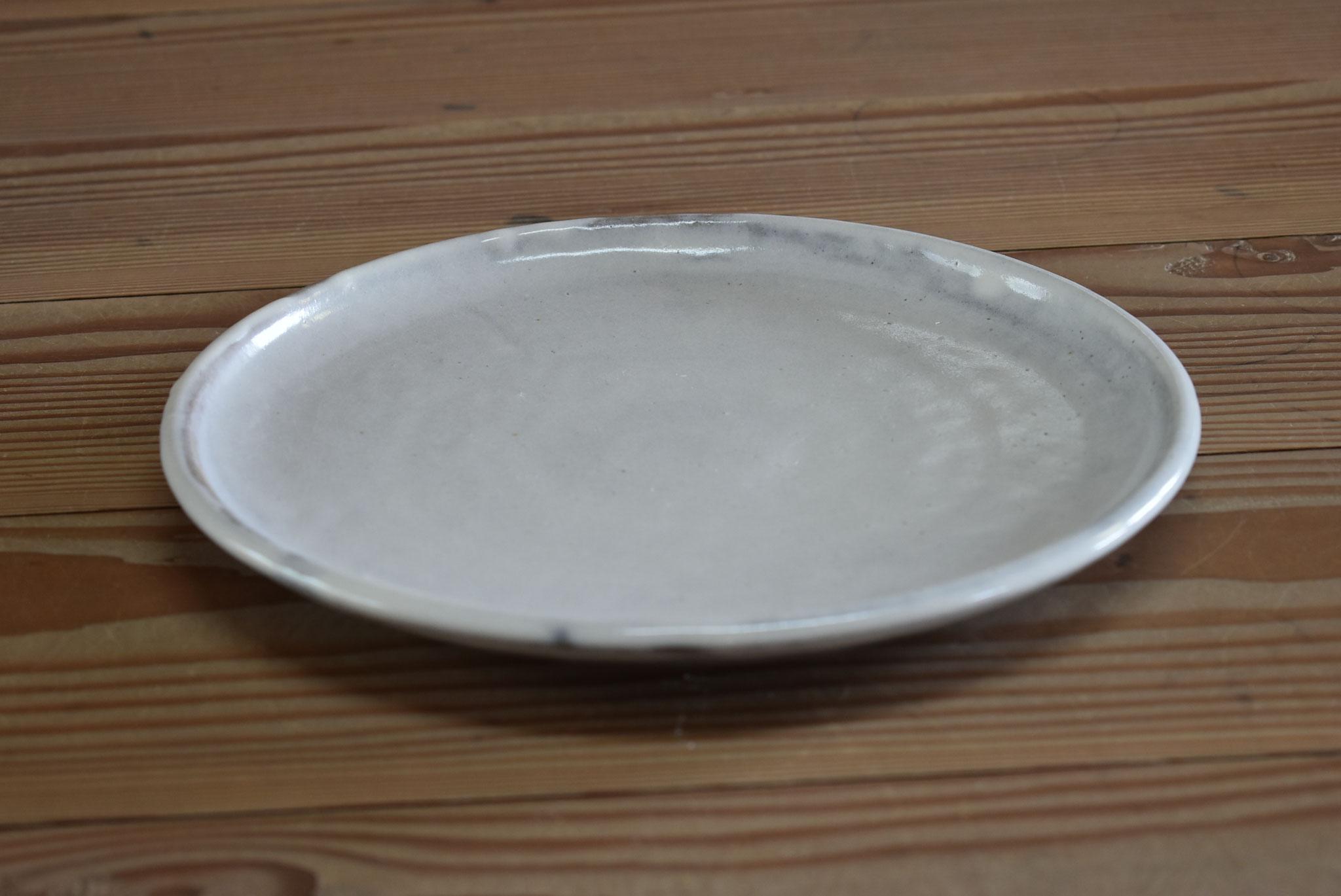 大皿:赤土に糠白釉