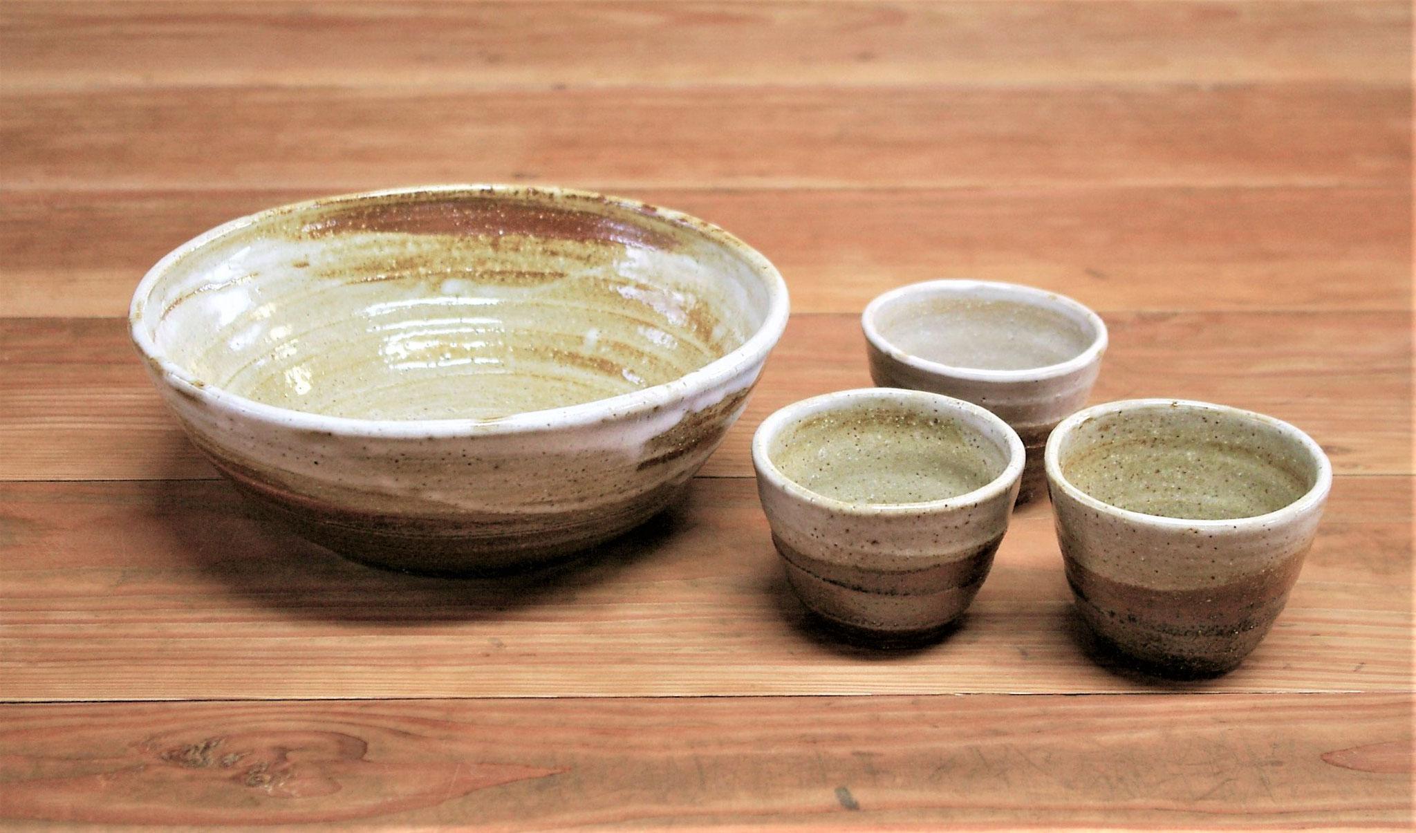 ソーメン鉢と猪口  施釉:内側に白マット、外側に薄い黄瀬戸