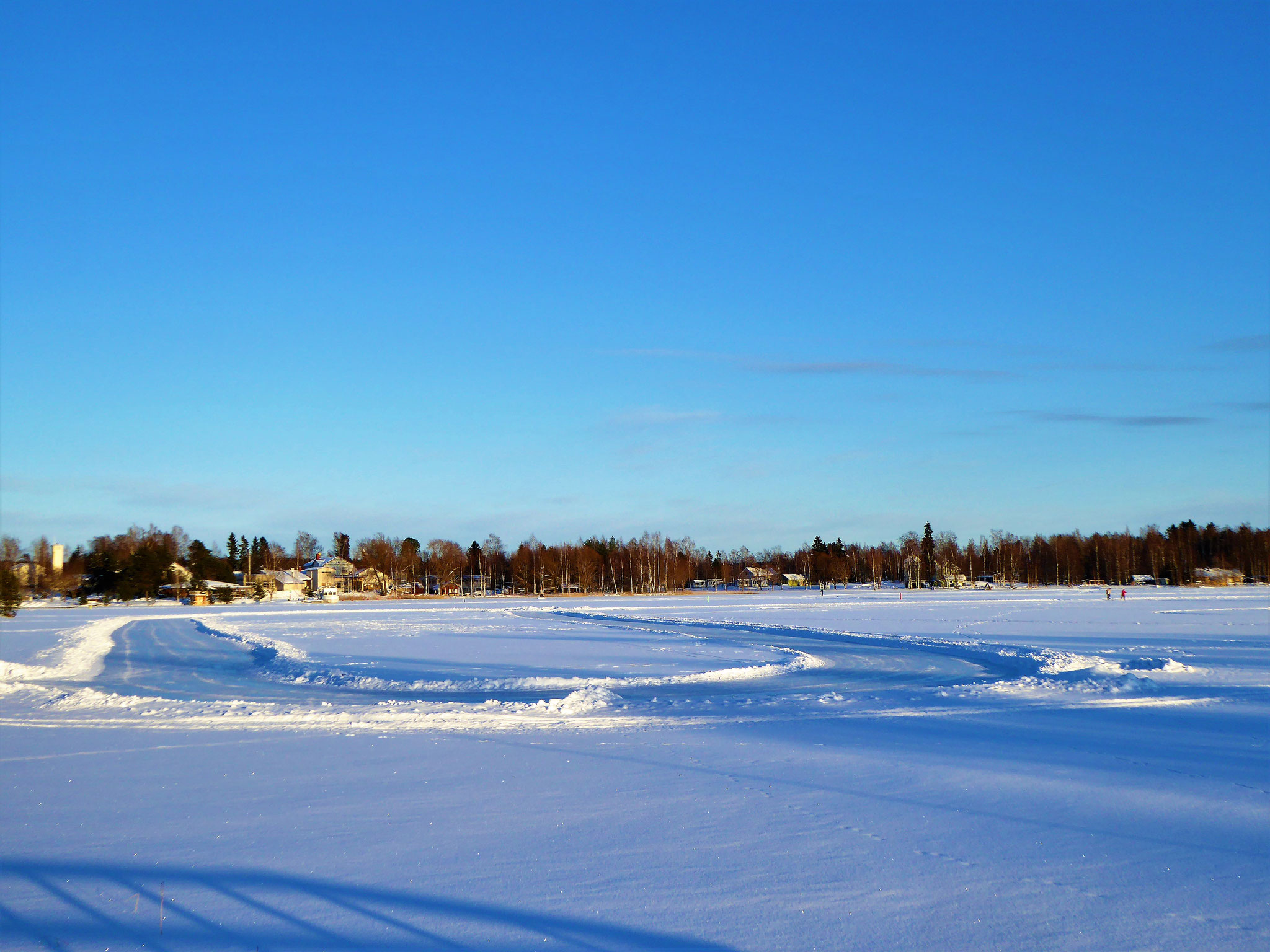 Free public scating at the ice rink. Bay at the town Sysmä, 9 km to the house (scates not included)