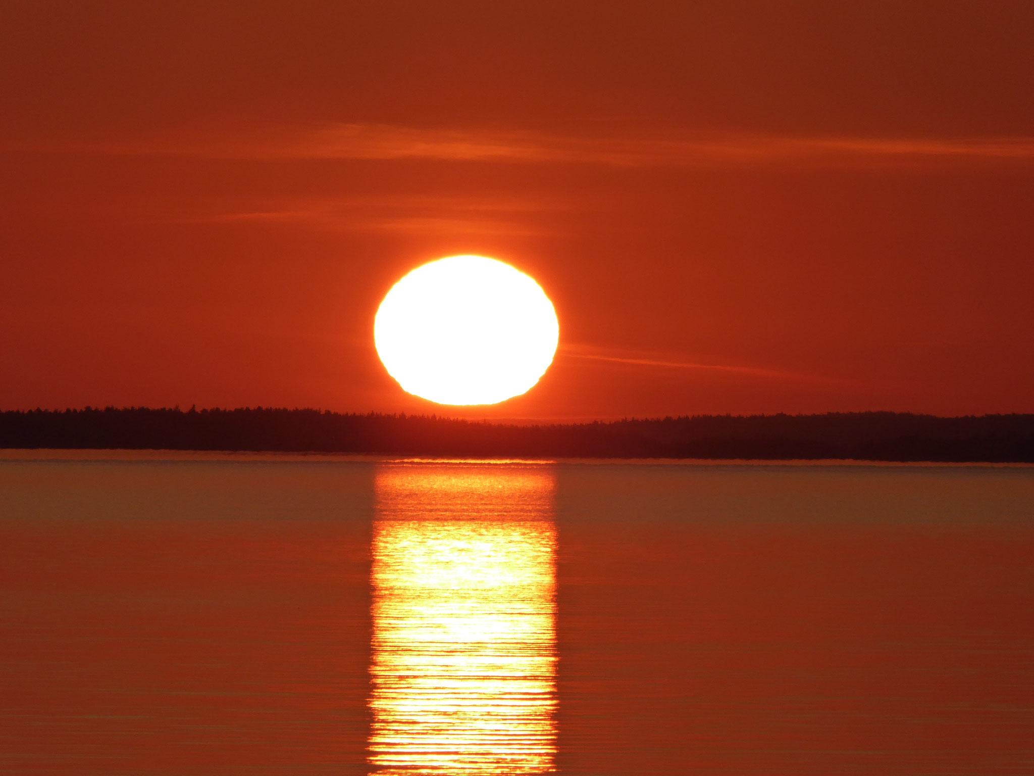 """Another wonderful sunset near the log house """"Sunny Mökki Sysmä"""", Lake Päijänne, Finland"""