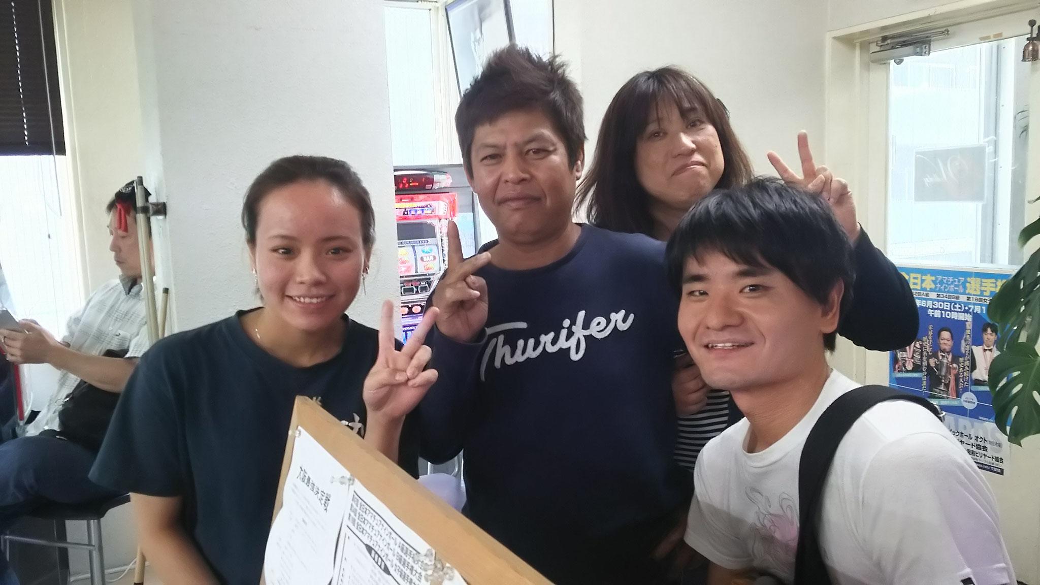 愛子ちゃん、ぐっさん、佳苗さん、竹原氏、背後に北拳 鈴木さん