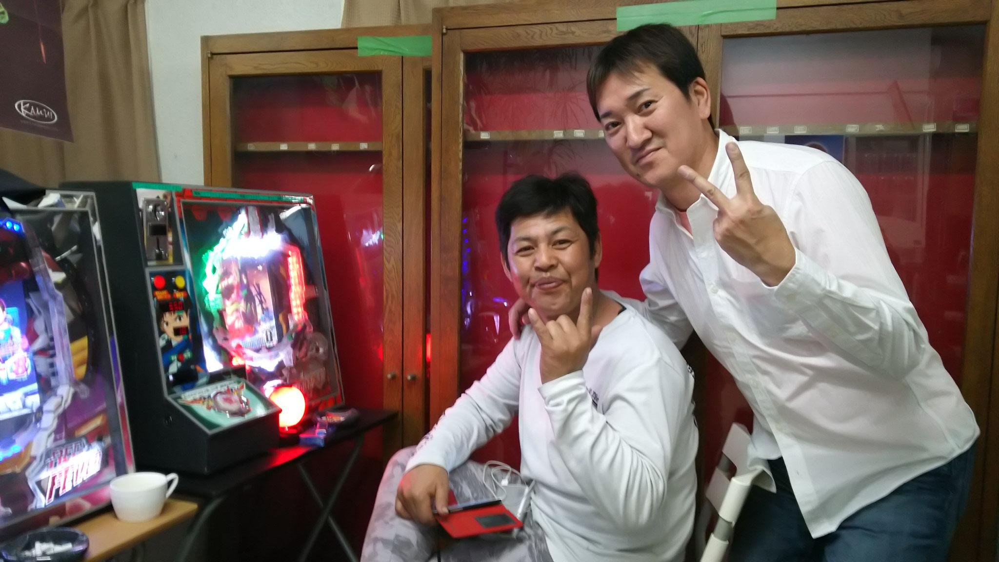 オーストラリアから(?)弘田プロと、フィリピンから(?)ぐっさん。こんなに仲良しだったー?(笑)