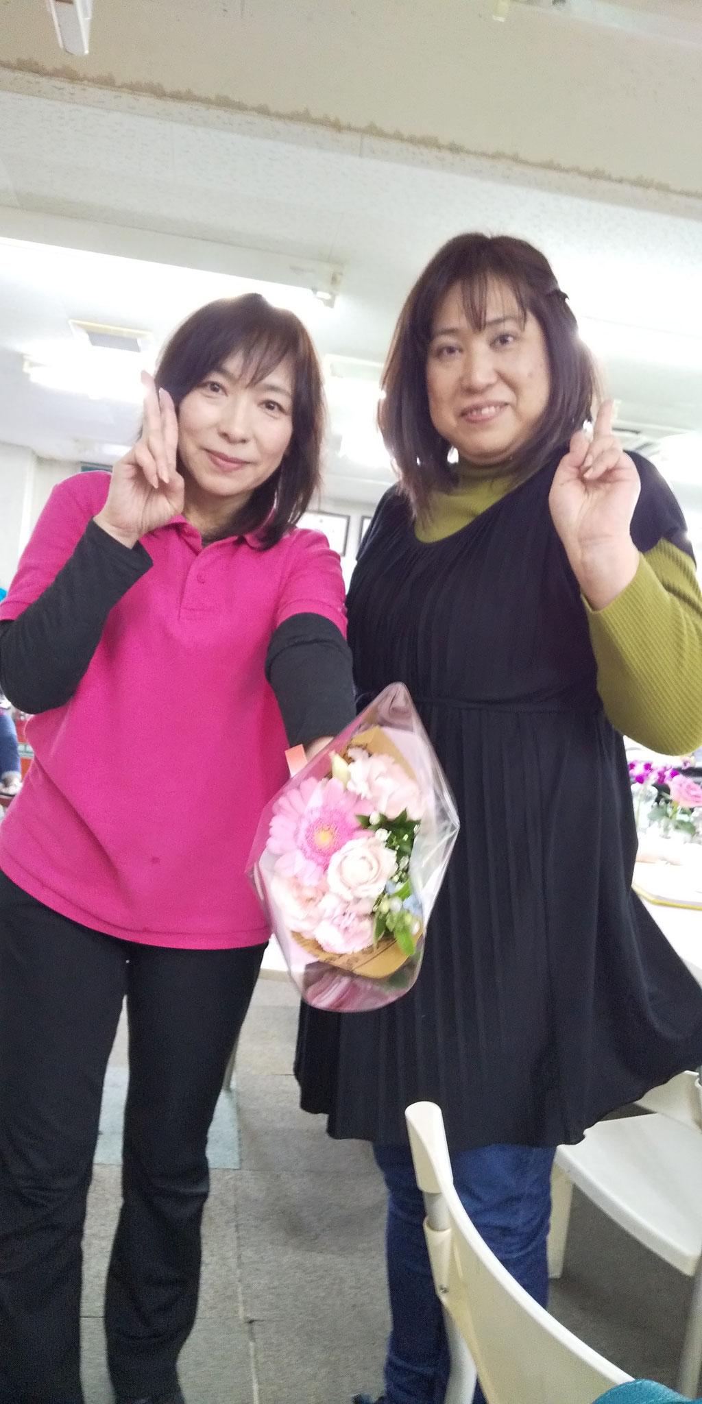 佳苗さん、花束の誕プレありがとう♡