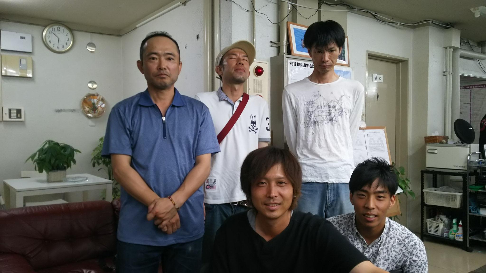 末広リーダー(左) 砂川さん(中) 黒地さん(右) 松本さん(左下) 太郎田さん(右下) 素敵なチームでした!