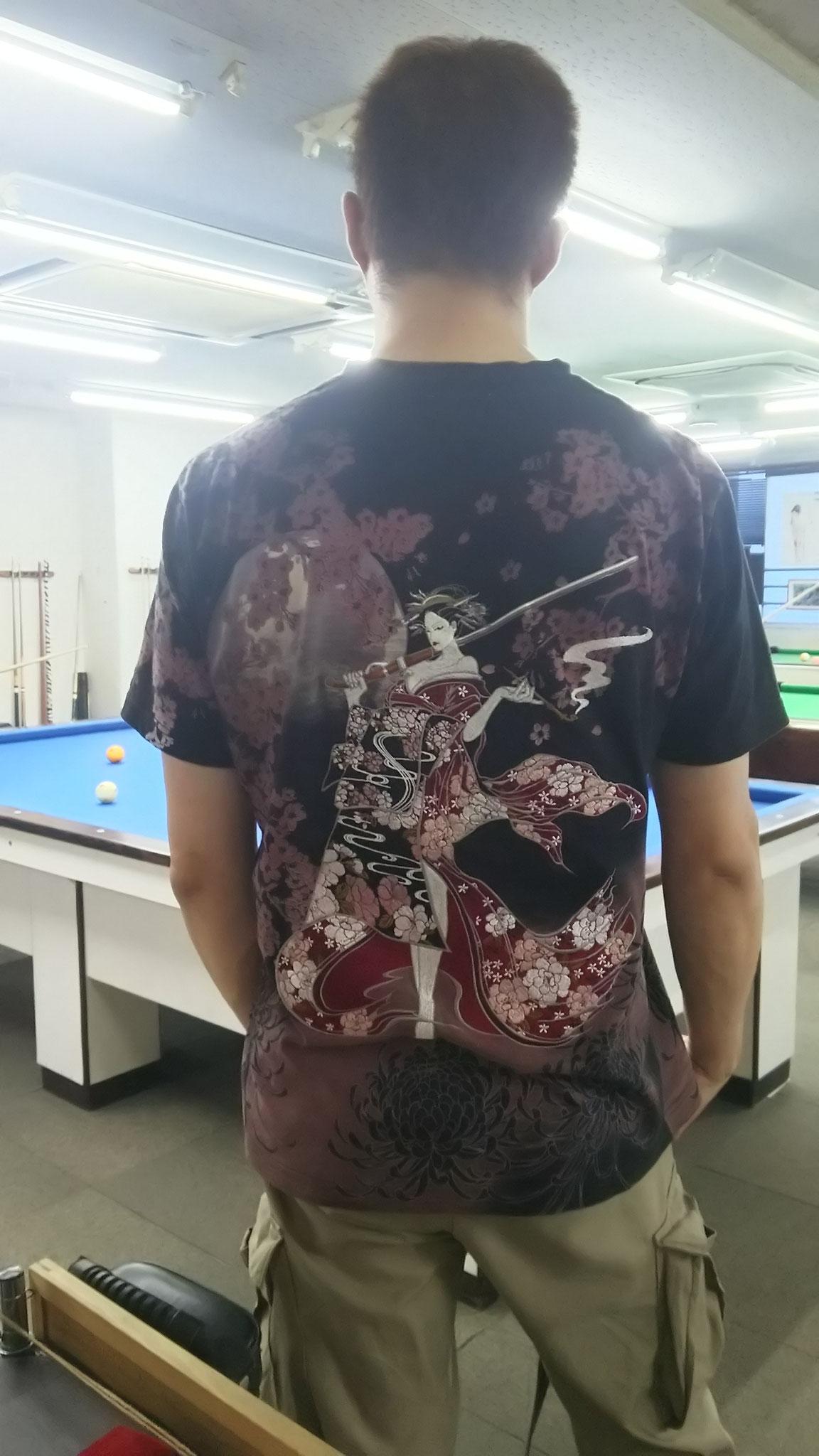 クイズ!すんごい刺繍のTシャツ、誰でしょう!
