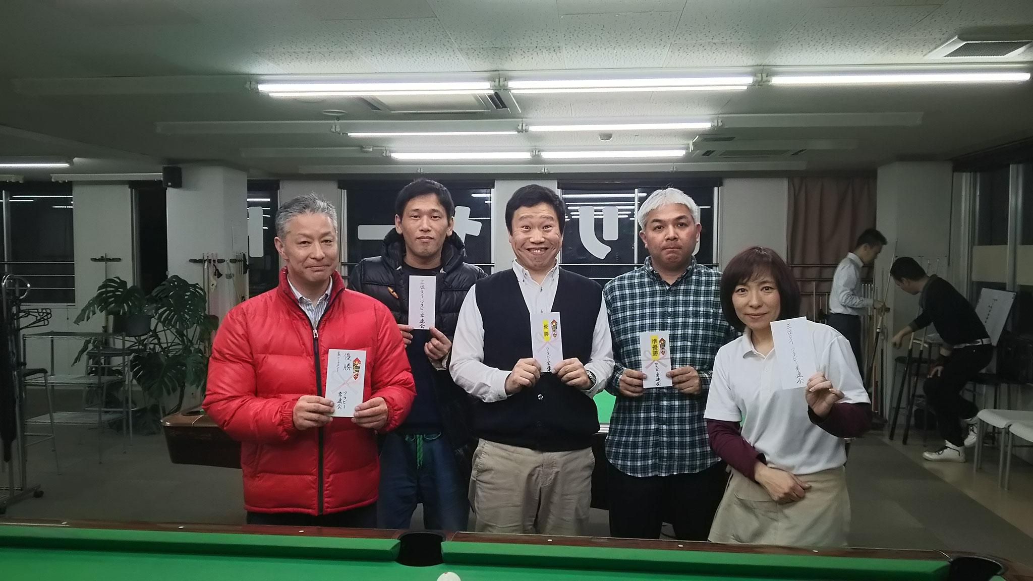 初出場の久川さん(いい顔!優勝)と横山さん(準優勝)、剛一朗と私、破れたり~。(泣)裏トーナメントも初出場の田中さんが優勝でした!