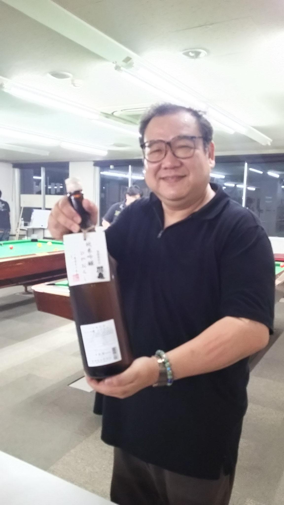 今回も𠮷村さんが生酒を仕入れて持ってきてくださいました。高いお酒やのに一升瓶が一瞬にして空瓶になってしまいます。いつもありがとうございます!