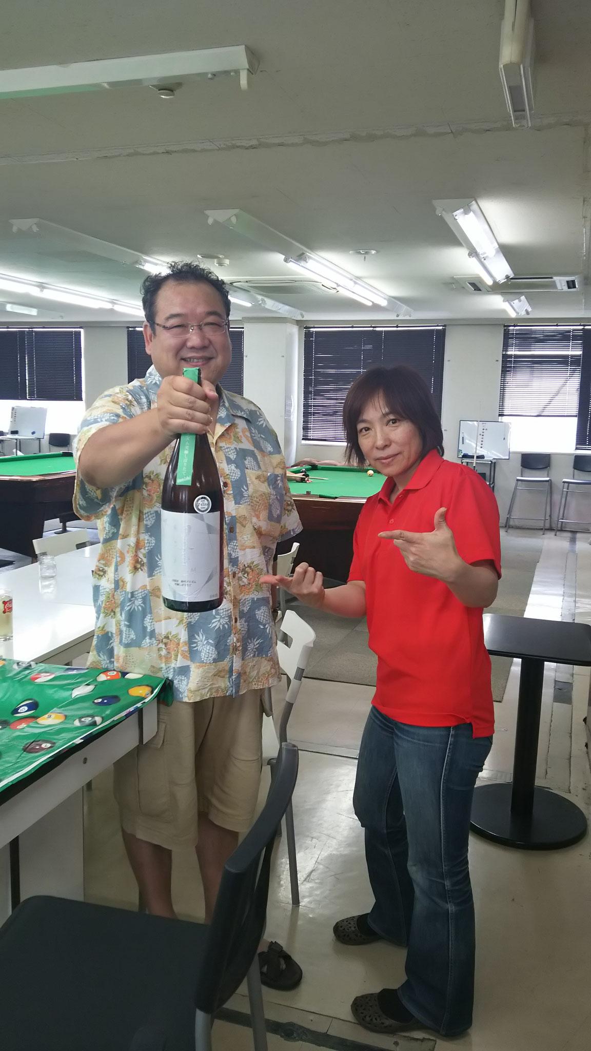𠮷村さん。いつもすんません!毎回高級なお酒を仕入れてきていただいて参加した皆に振る舞ってくださいます。今回は富山の生酒。