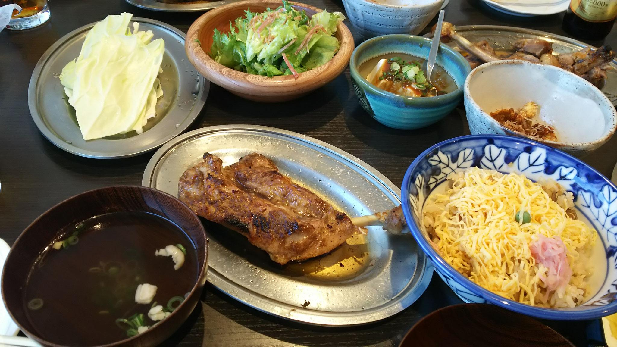 香川で食べた骨付き鶏肉、美味~