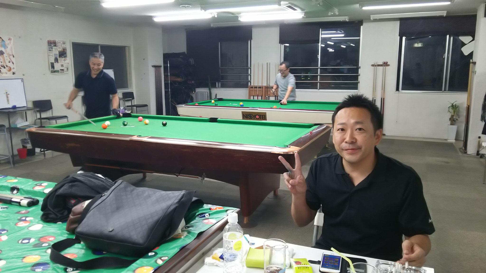 10分間マスワリチャレンジの田中さんと永藤君を見守る藤本さん