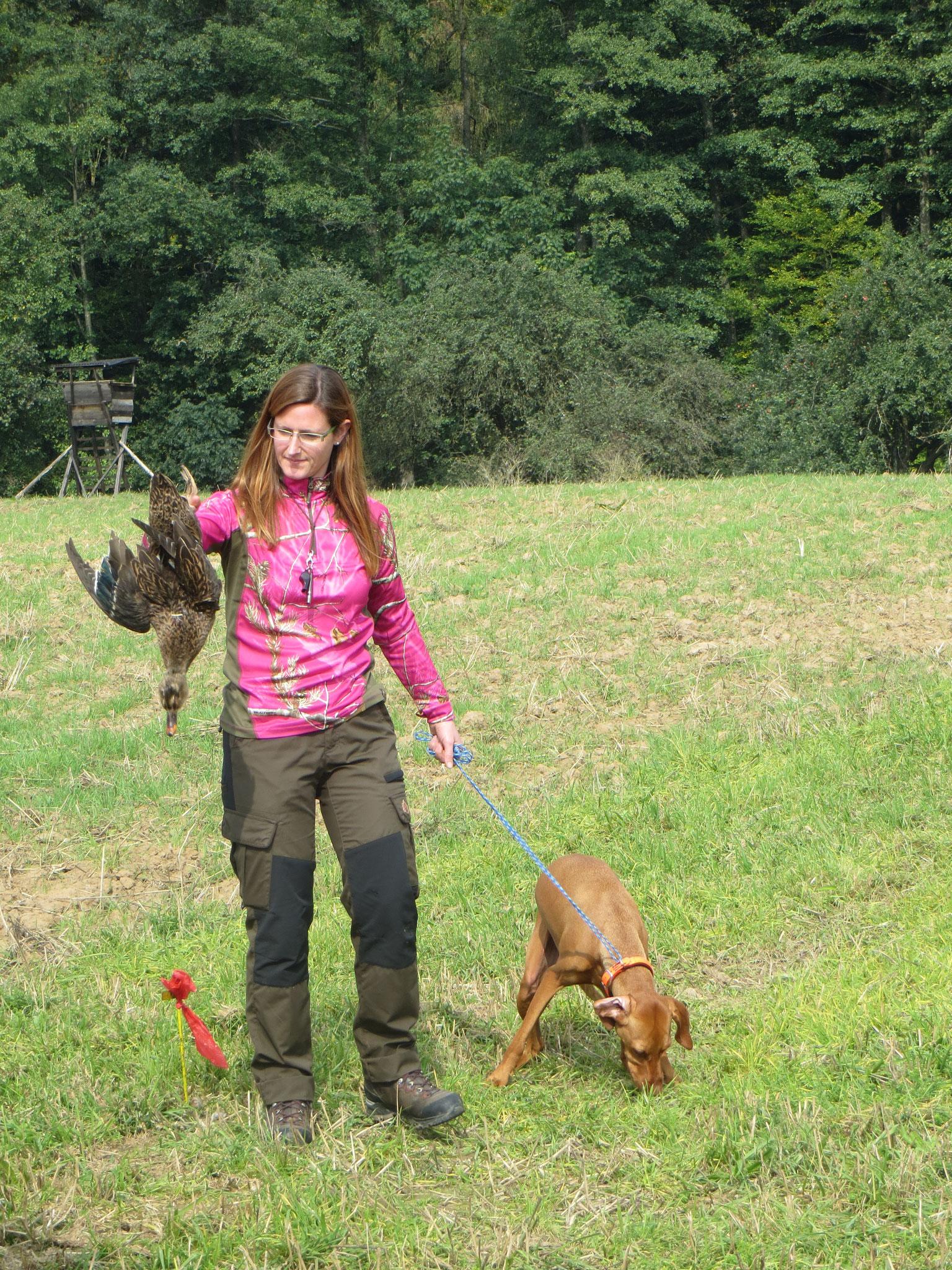 Auch Sandra Rafalzik kommt problemlos in den Besitz der Ente.