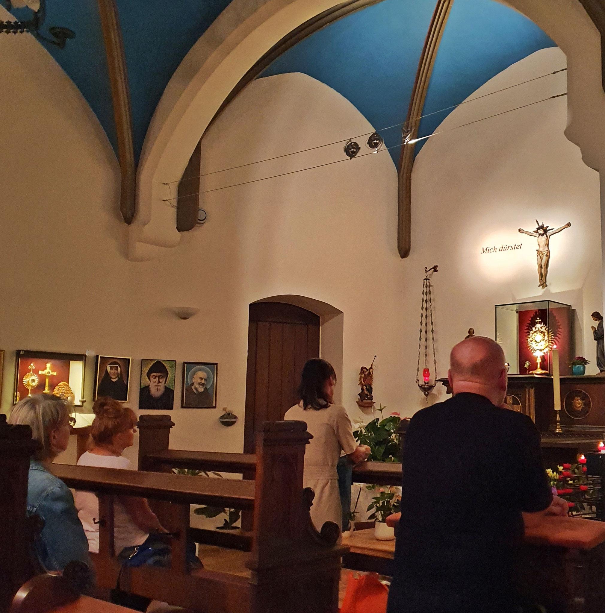 Nachtanbetung von Freitag auf Samstag durchgehend - in der Anbetungskapelle