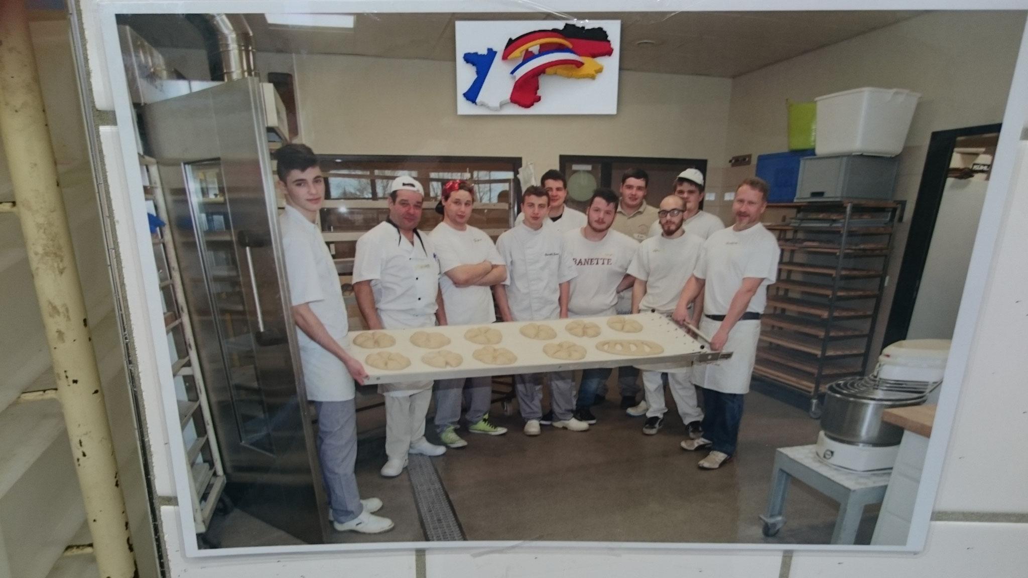 rechts Matthias Zinn, 2. von links Olivier Suc, deutsche u. französische Bäckerlehrlinge