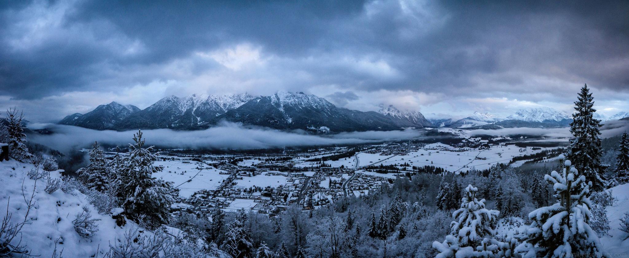 Blick vom Krepelschrofen auf die Alpenwelt Karwendel