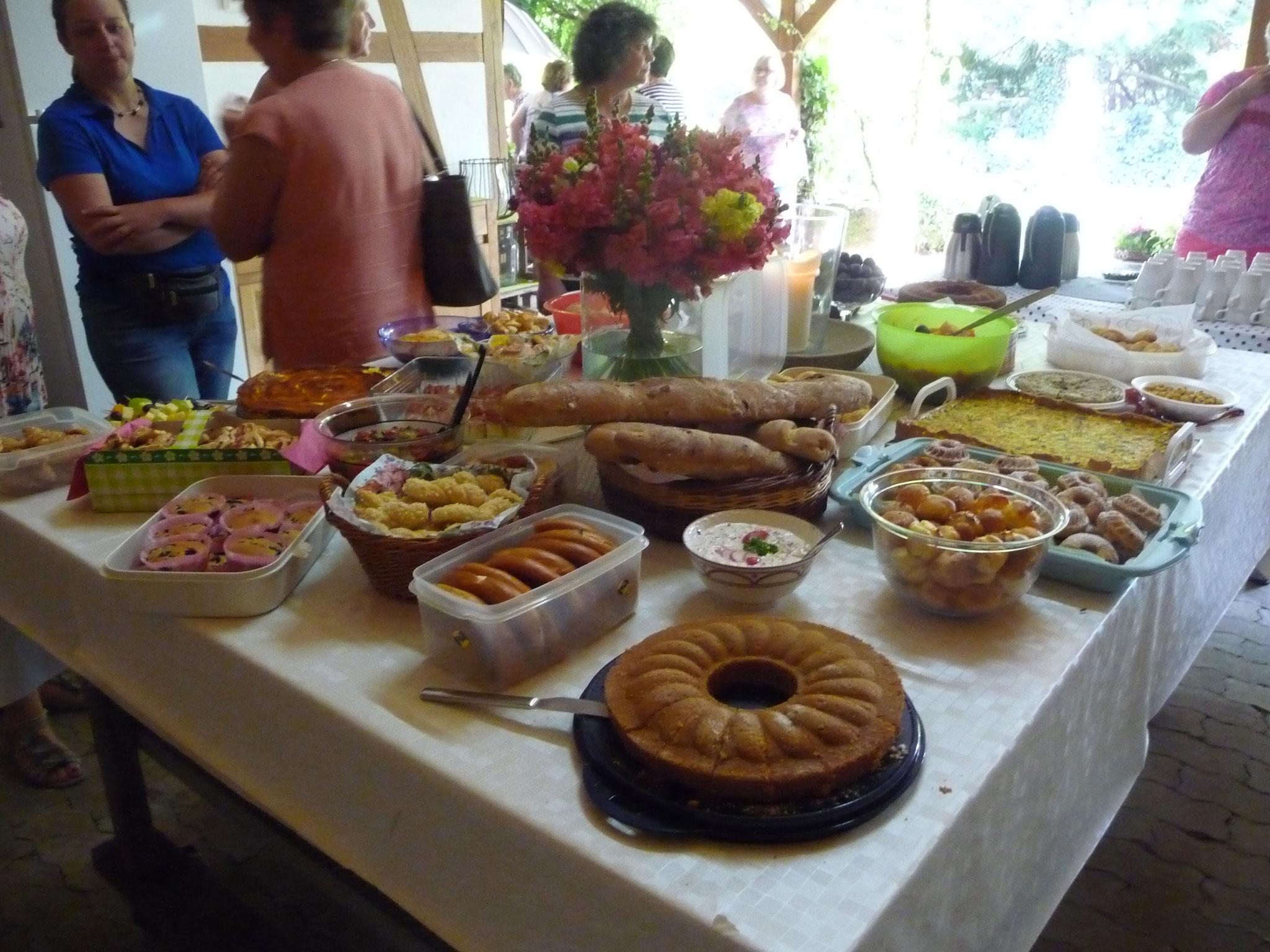 LandFrauen Calw feiern Sommerfest 2019 im Garten der Familie Raible in Vollmaringen