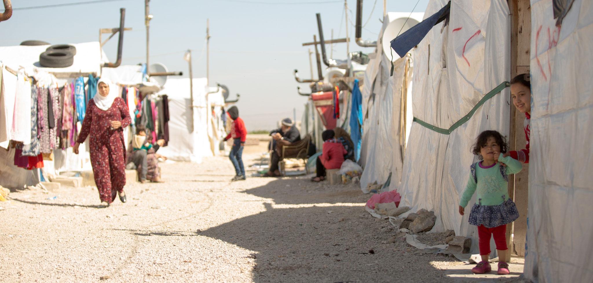 Das Flüchtlingslager in der Gemeinde Bar Elias in der Bekaa-Ebene/Libanon, ist keine Umgebung, um ein Kind kindgerecht großzuziehen. Foto: Society of Jesus
