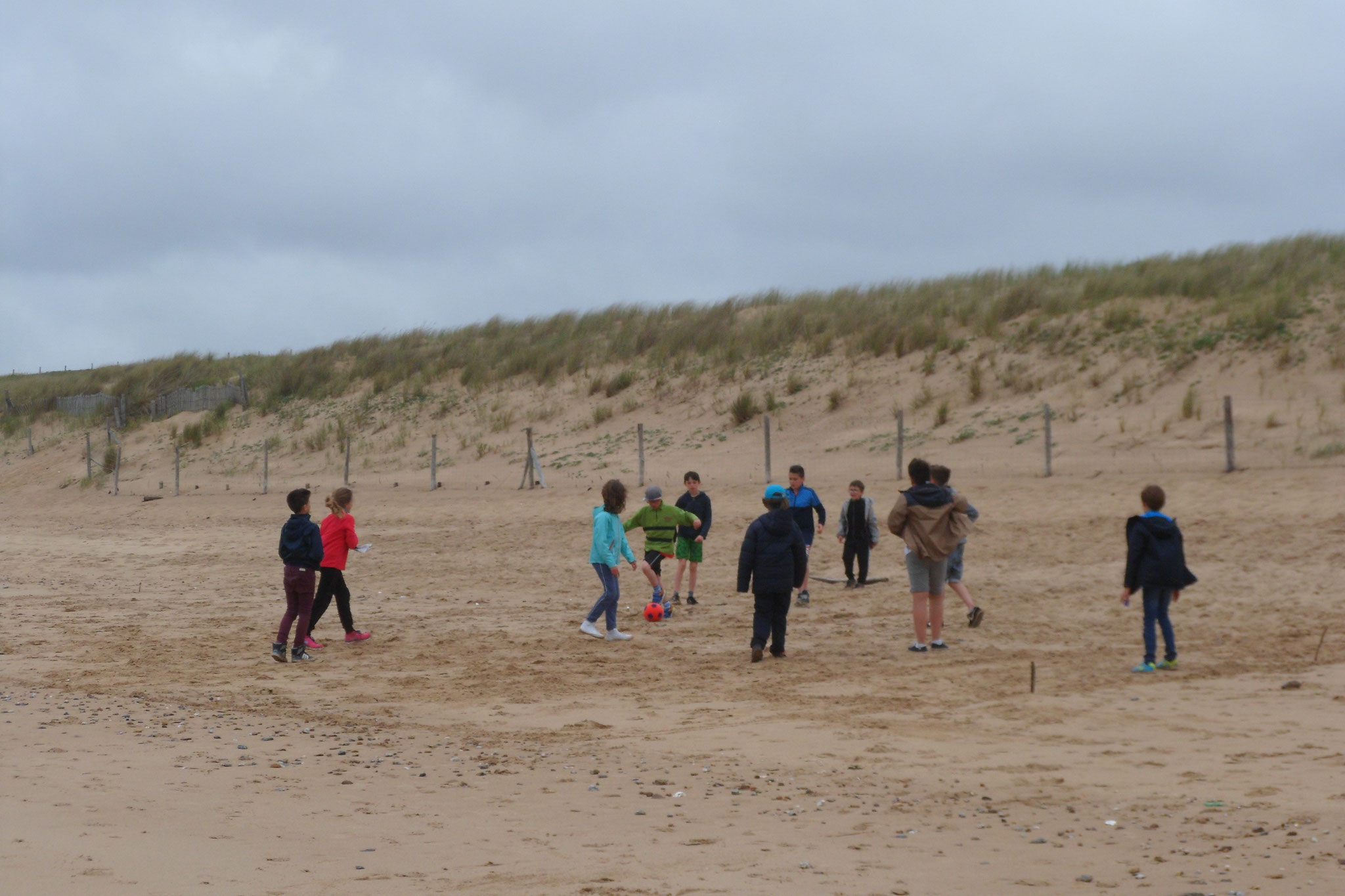 Football sur la plage