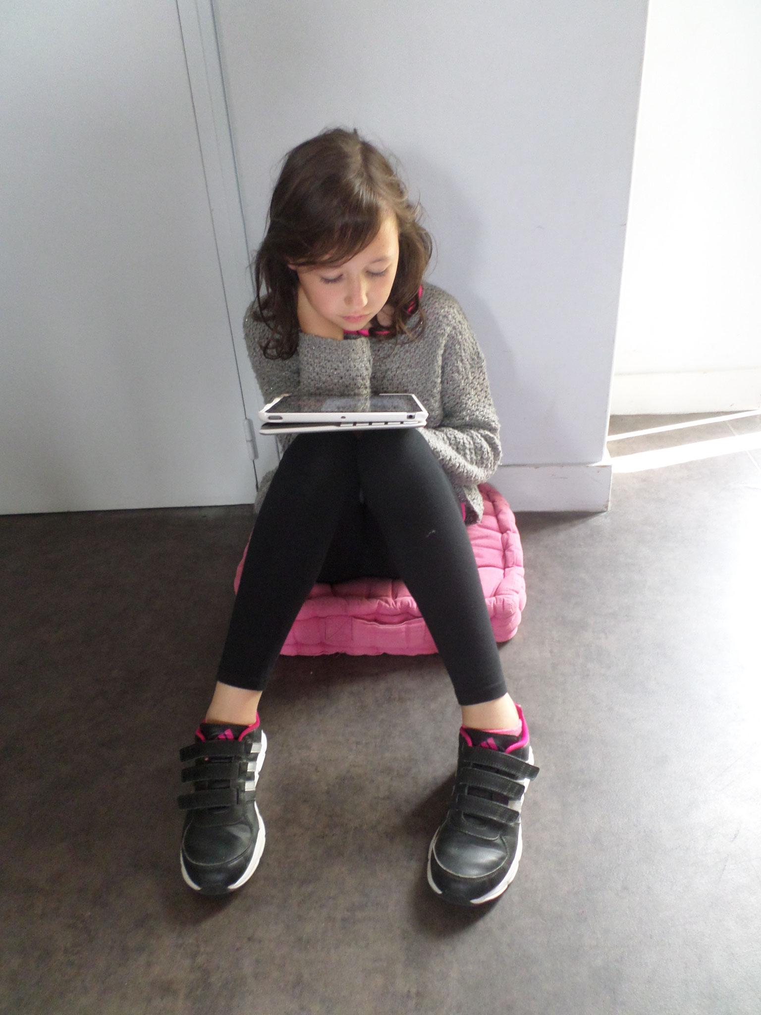 Les enfants ont découvert la vie de Van Gogh grâce à une application sur les tablettes.