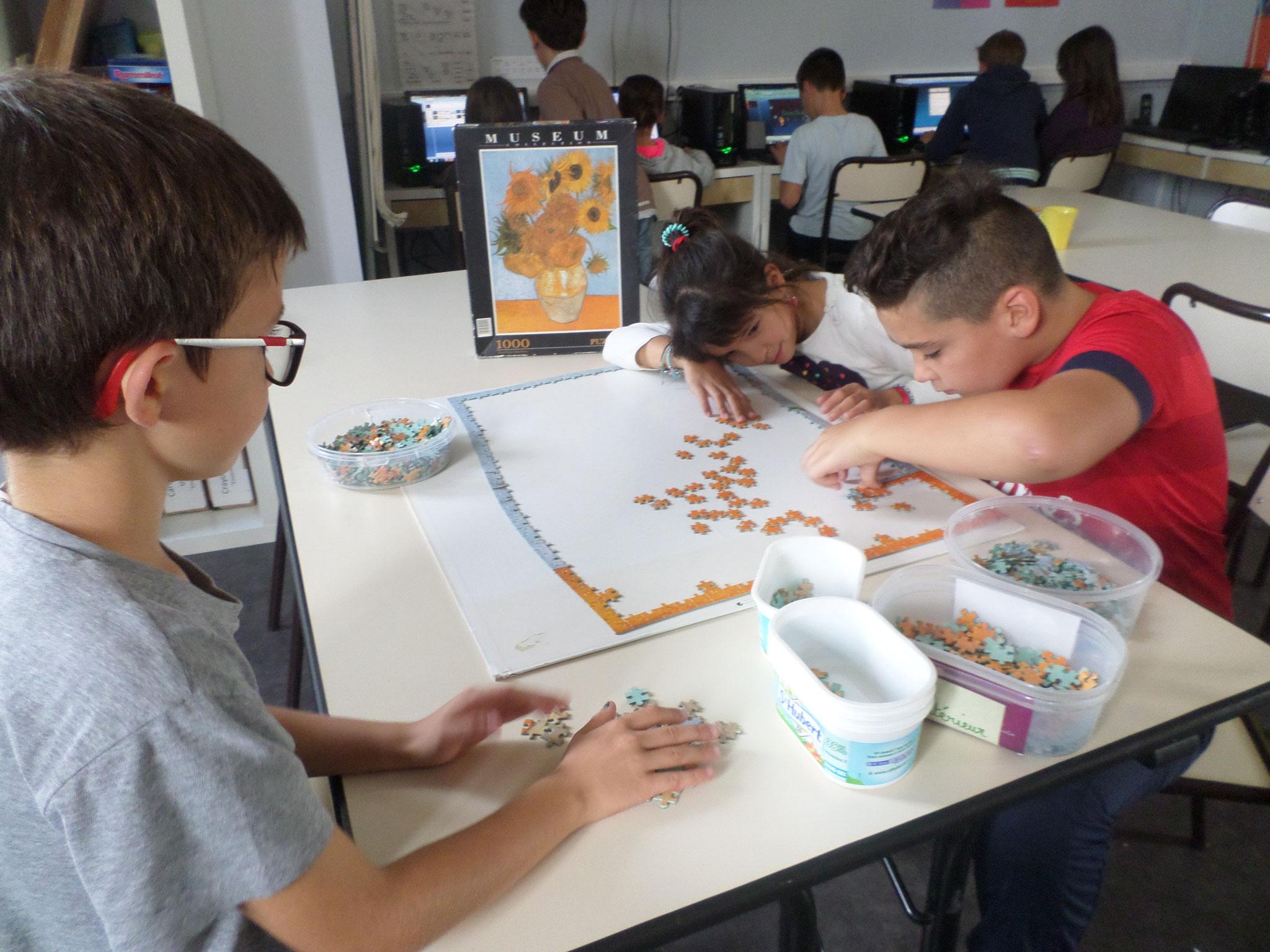 Un puzzle de 1000 pièces : concentration et patience sont de mise!