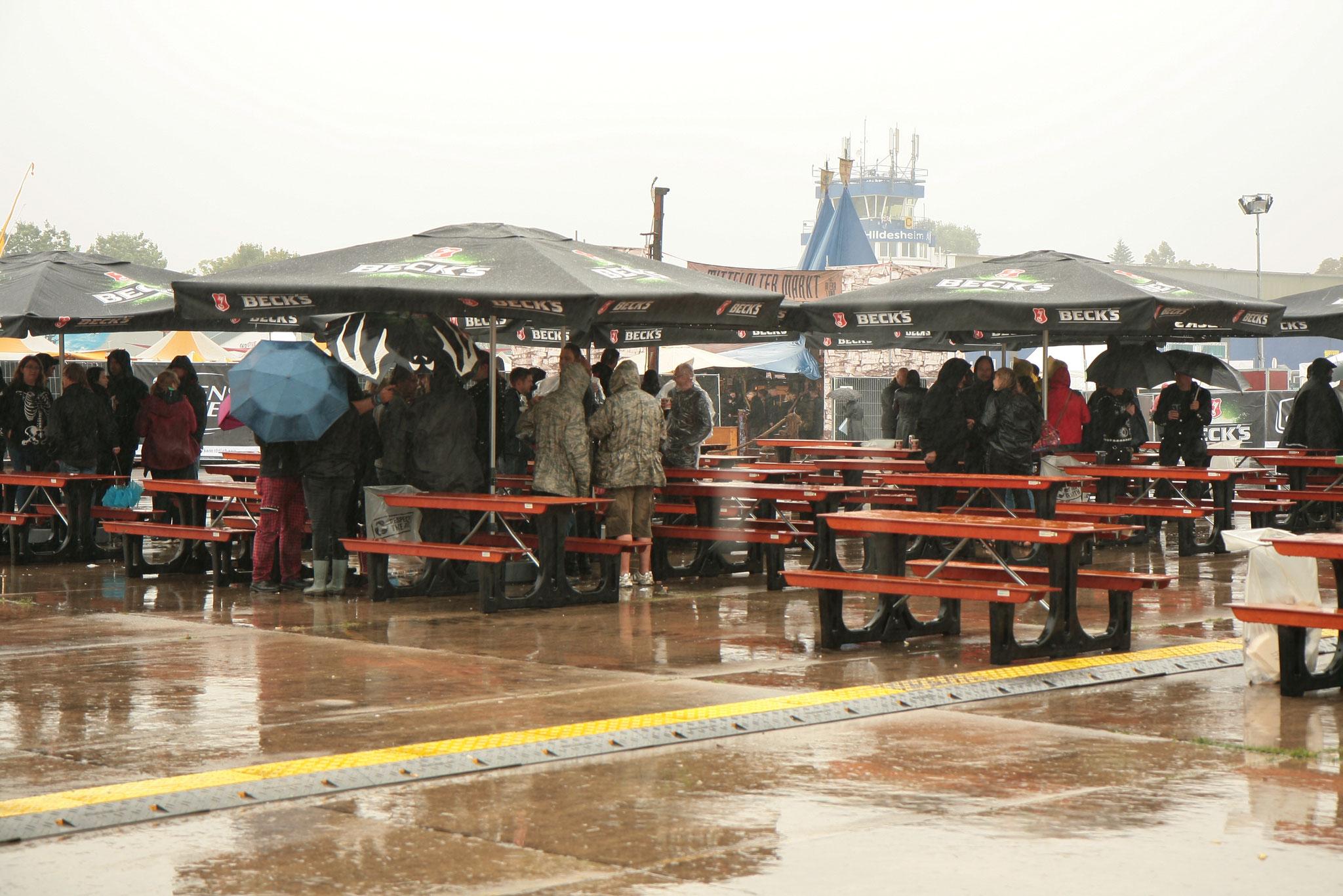 M'era Luna 2017 -  Gothik Festival unter Plastikumhängen und Regenschirmen