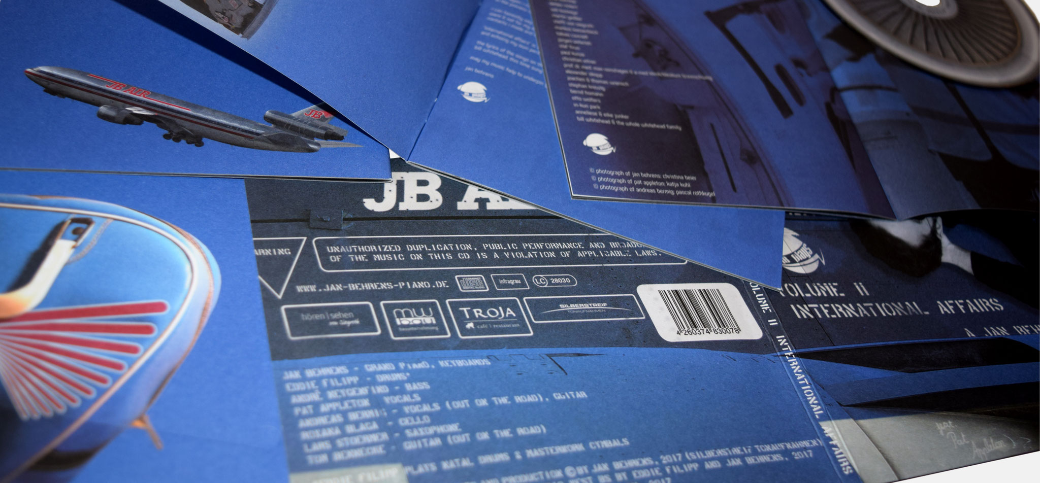 Jan Behrens, Projekt JB plays II | CD-Cover & Booklet JB plays II - infragrau, gute Gestaltung