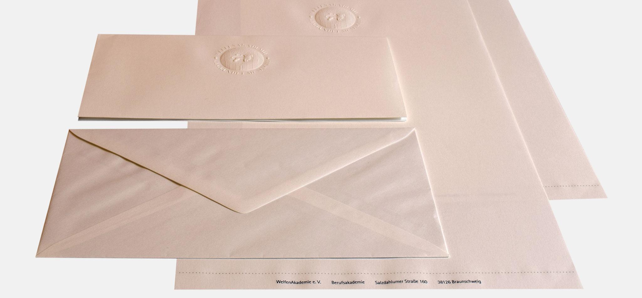 WELFENAKADEMIE | executive briefpapier – infragrau, gute gestaltung