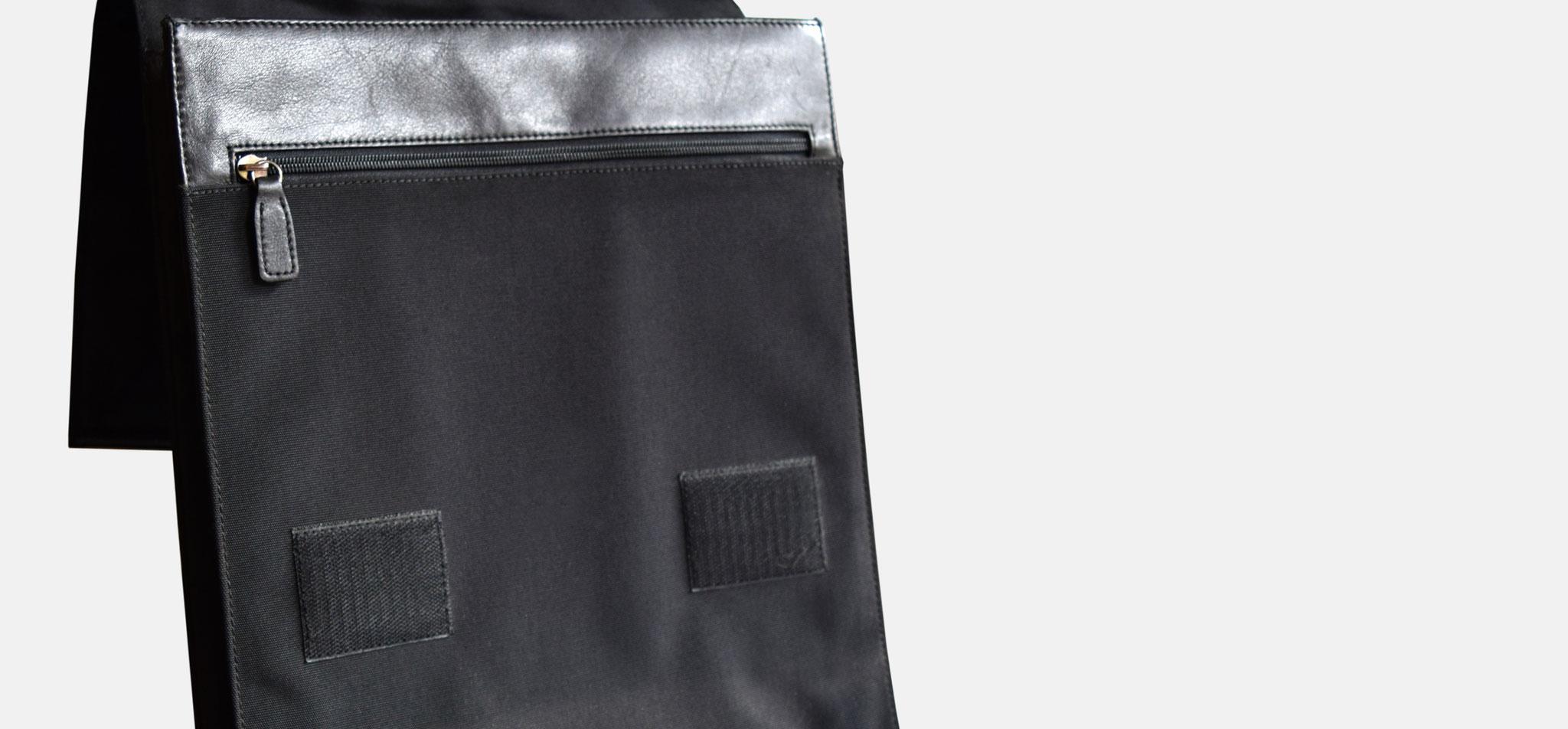 BREE | rucksack poco, leder und nylon, verschluss via gummiband – infragrau, gute gestaltung