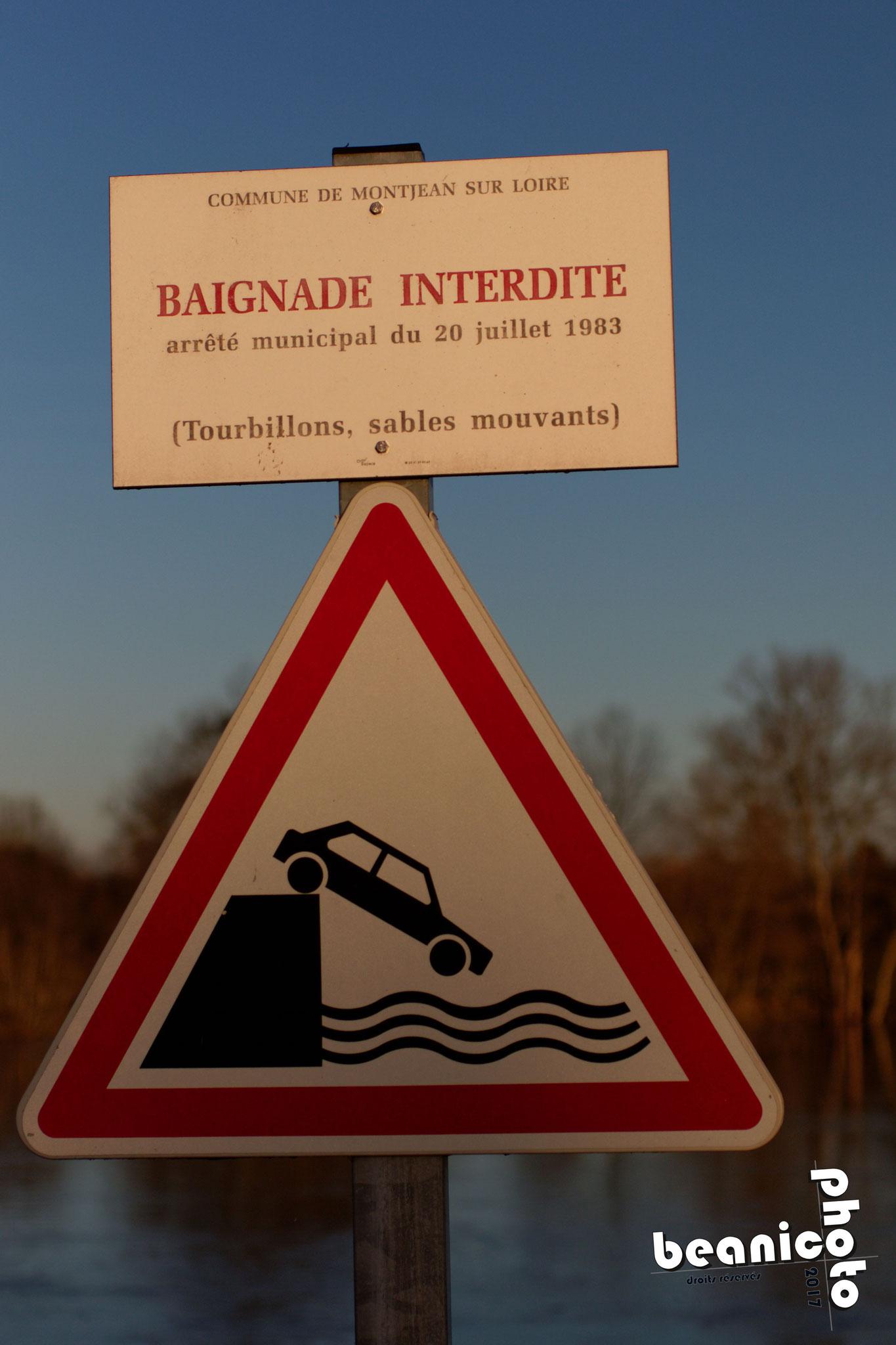 Canon 7DII + Sigma 50 mm f/2.8 EX DG Macro : f/2.8 1/6000 ISO250 - Panneau sur le quai - la Loire à Montjean sur Loire - www.beanico-photo.fr