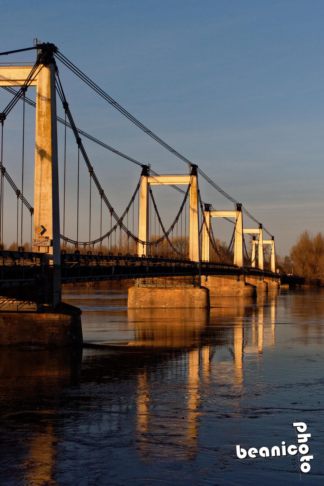 Canon 7DII + Sigma 50 mm f/2.8 EX DG Macro : f/16 1/125 ISO250 - Pont suspendu sur la Loire à Montjean sur Loire - www.beanico-photo.fr