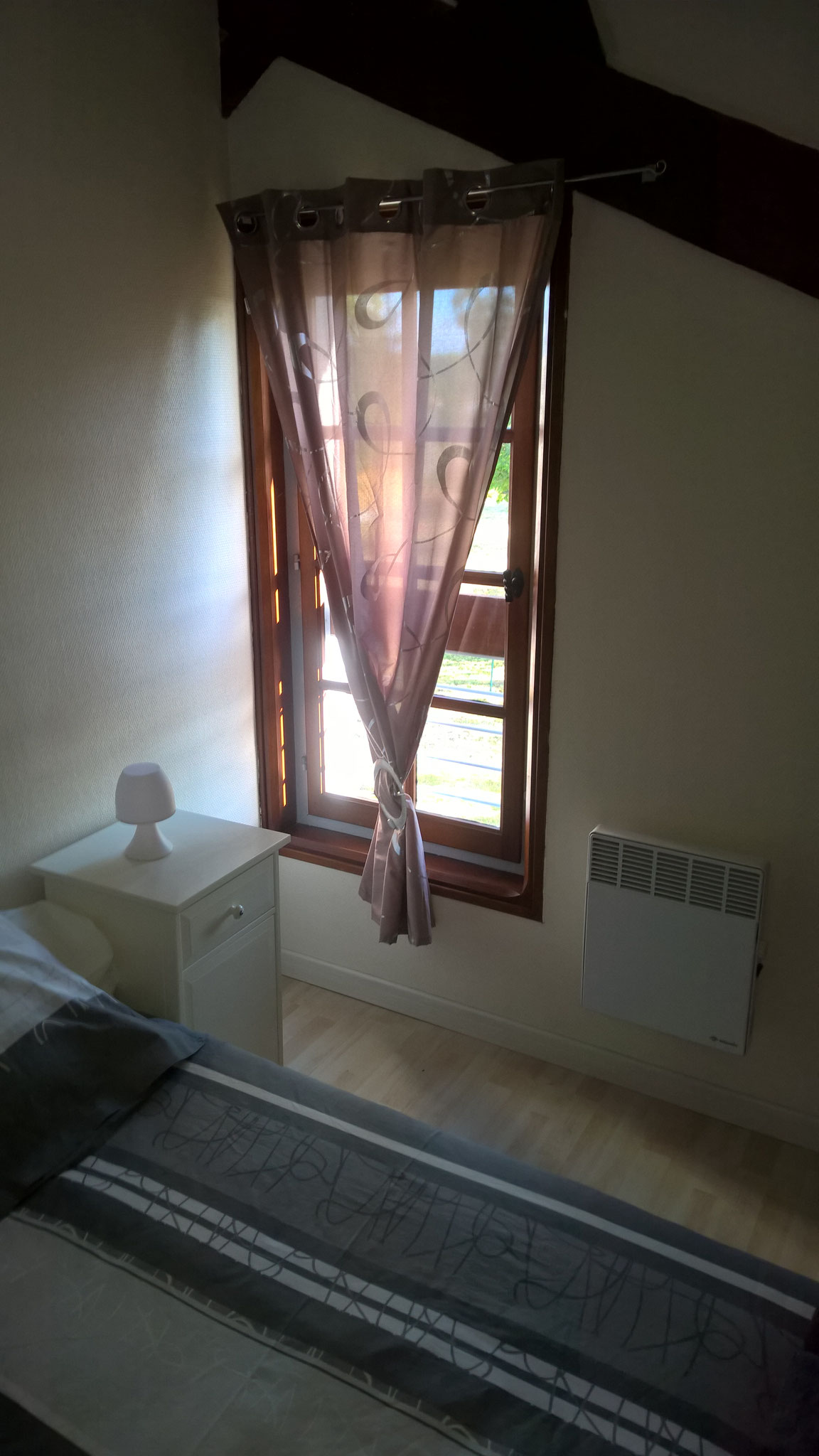 La résinière - chambre beige fenêtre