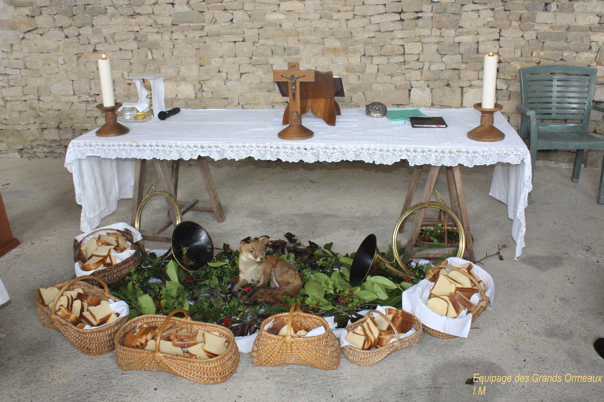 L'autel de la messe décoré - Château de Saveilles ©photo-Propriétaire