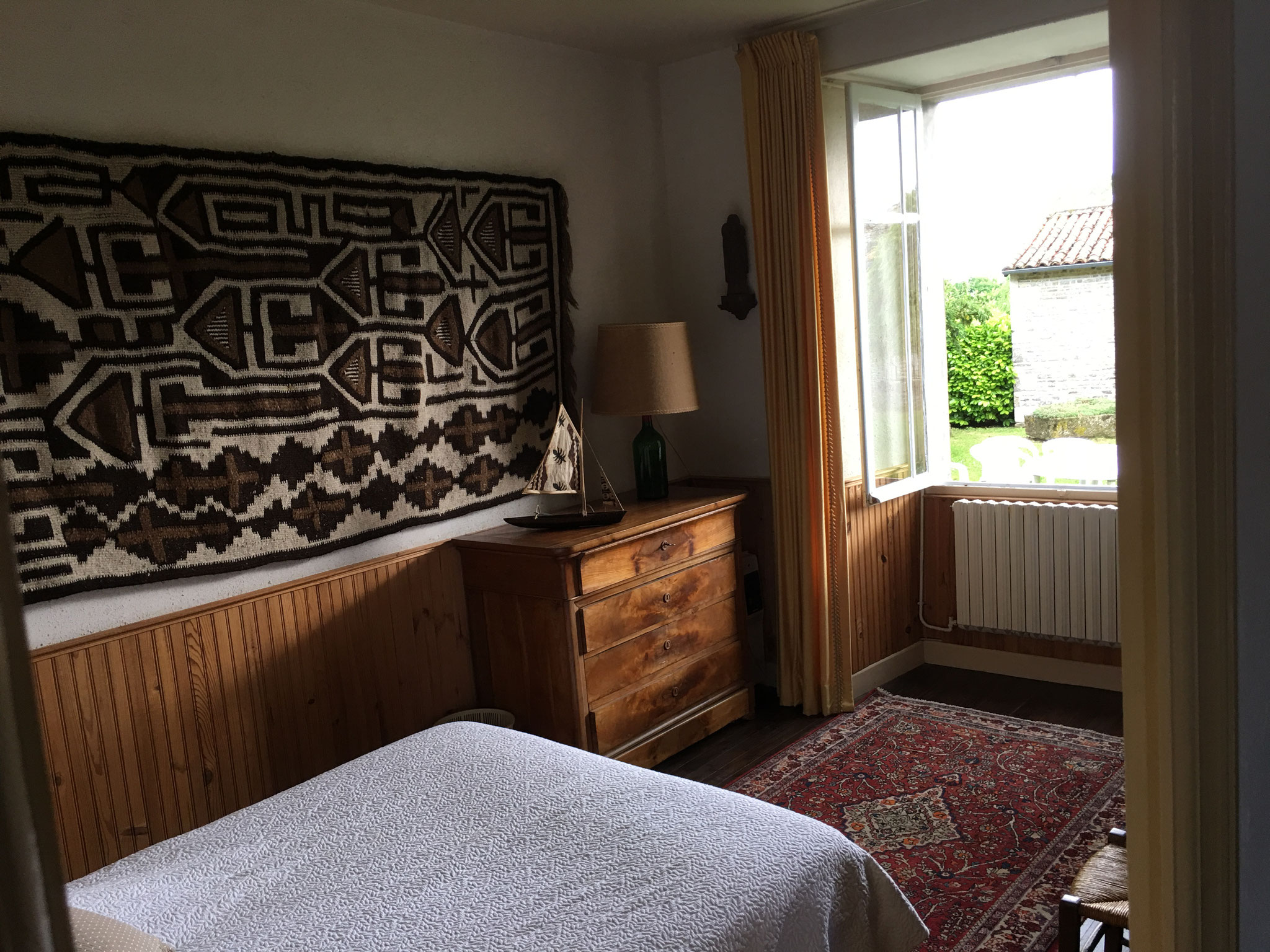 Double bedroom, garden view