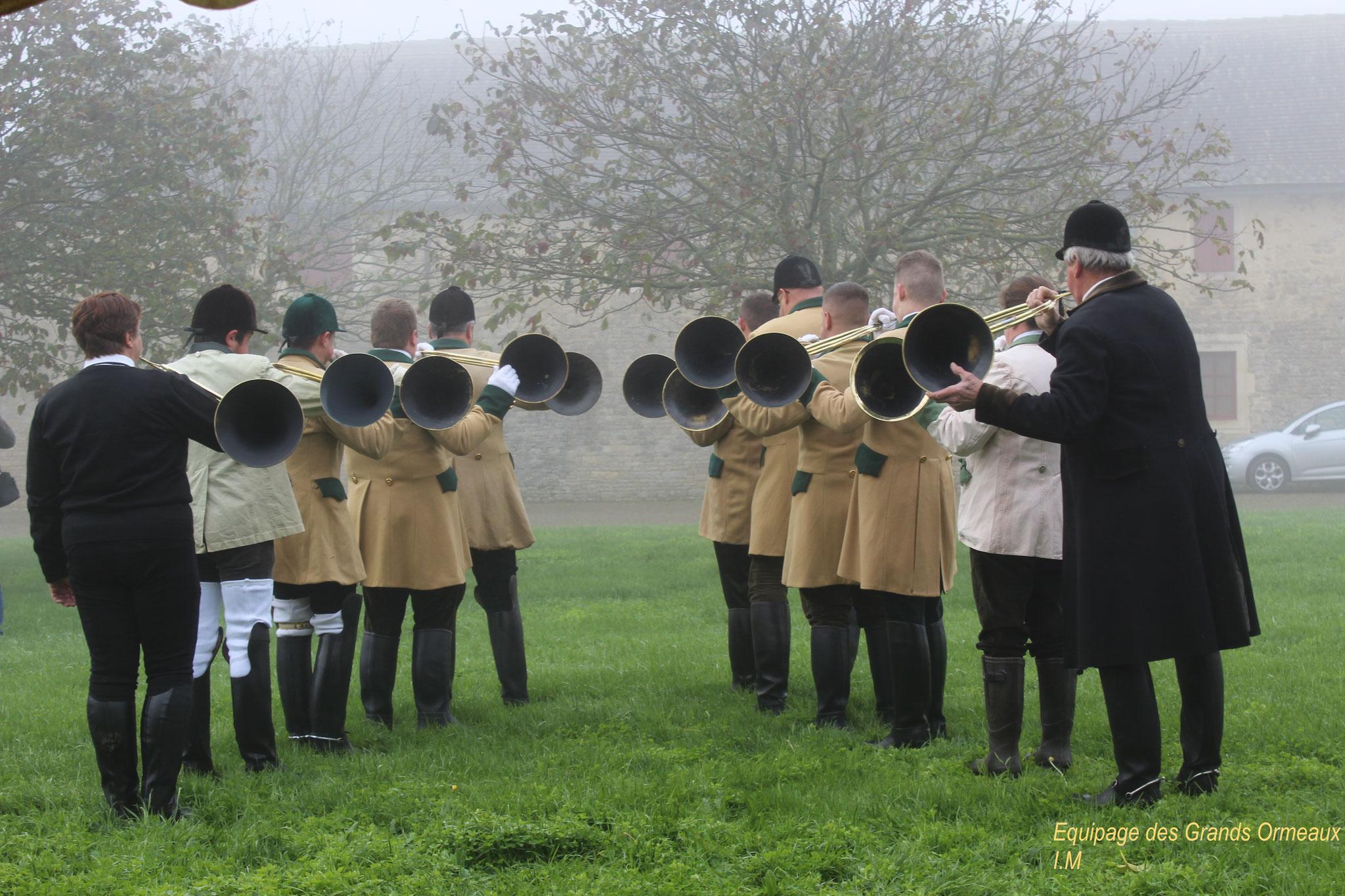 Les sonneurs de trompe pendant la messe - Château de Saveilles ©photo-Propriétaire