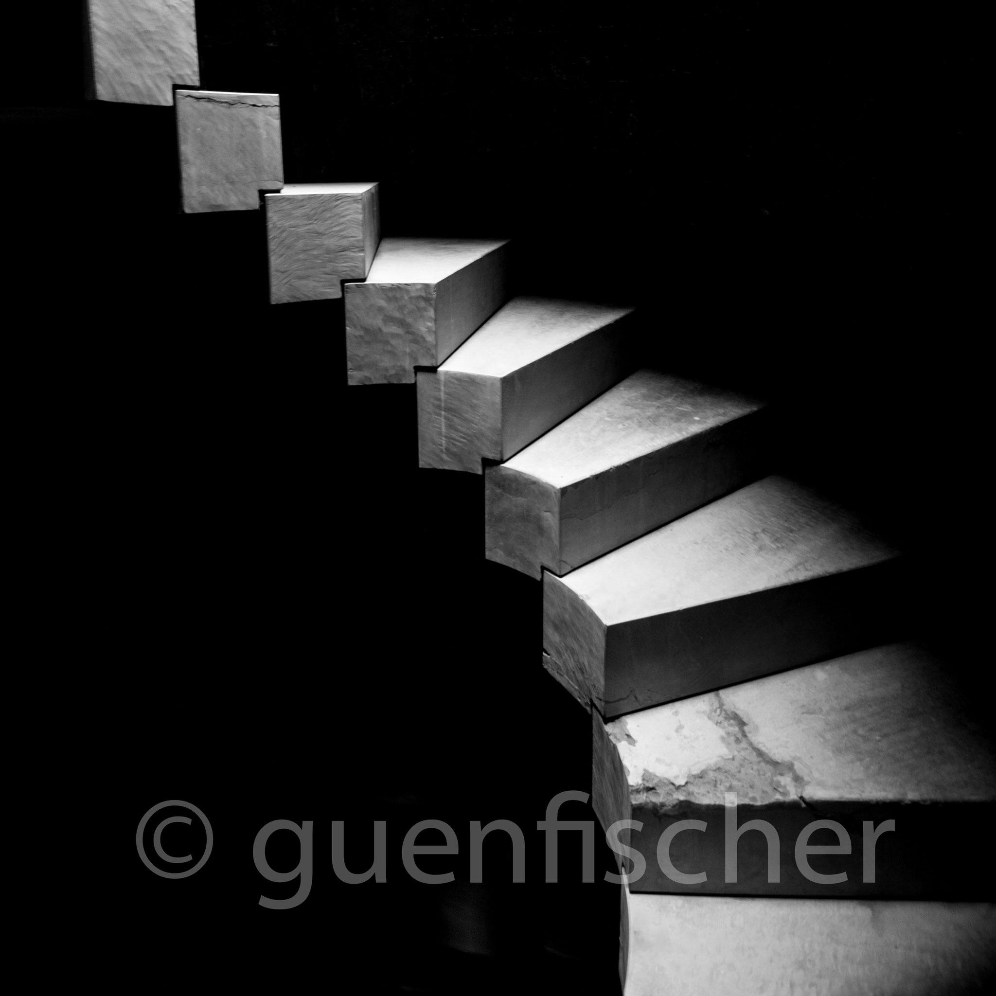 Treppe in einem Brunnen in Marokko