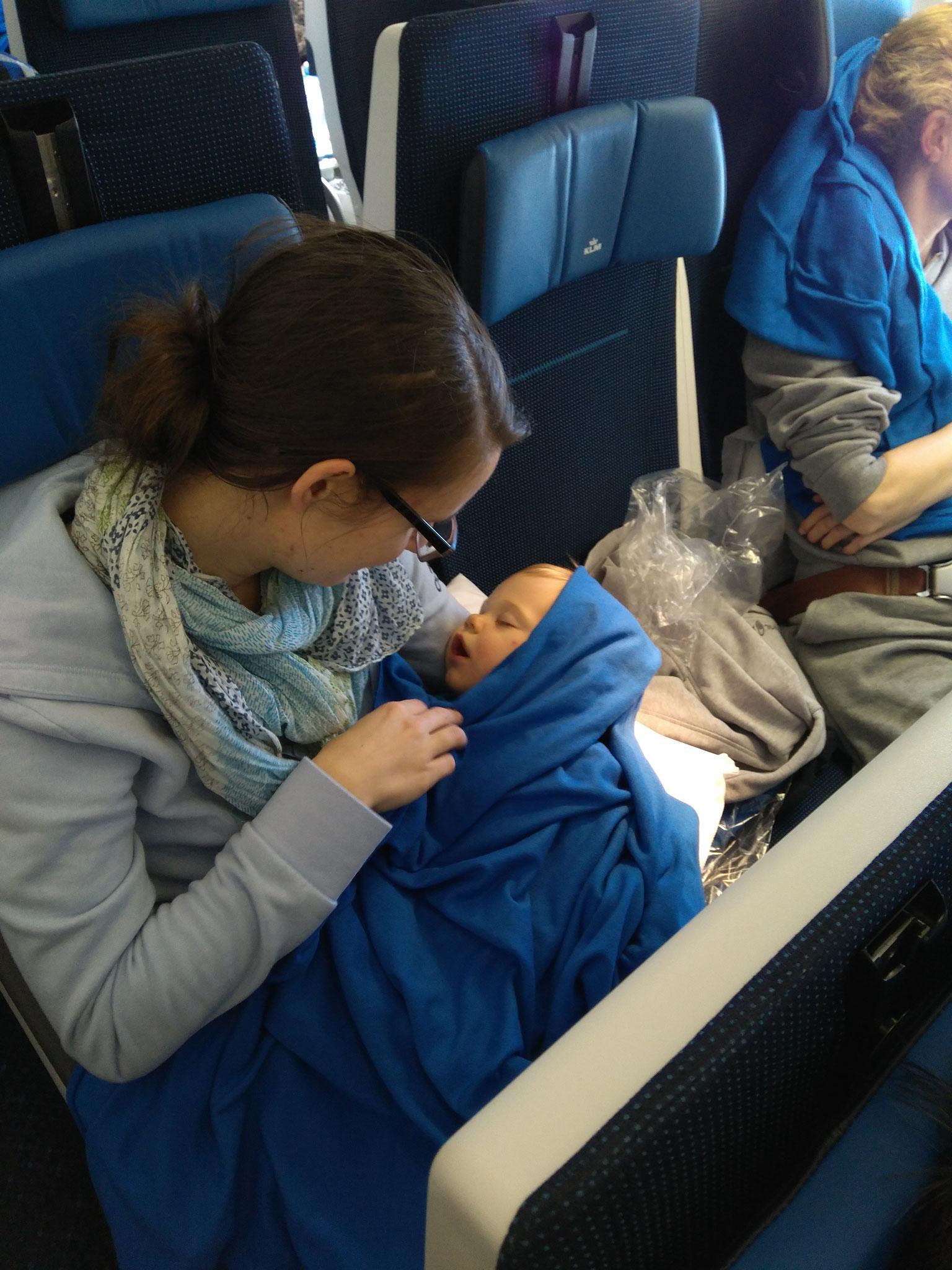 ... dass Betty direkt bei uns sitzen konnte und nicht wie auf ihrem Boardingpass angegeben, weiter vorne im Flugzeug.