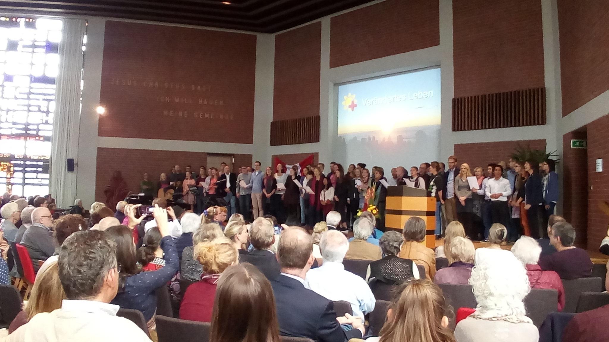 Alle anwesenden Mitarbeiter von Diospi sangen ein spanisches Lied