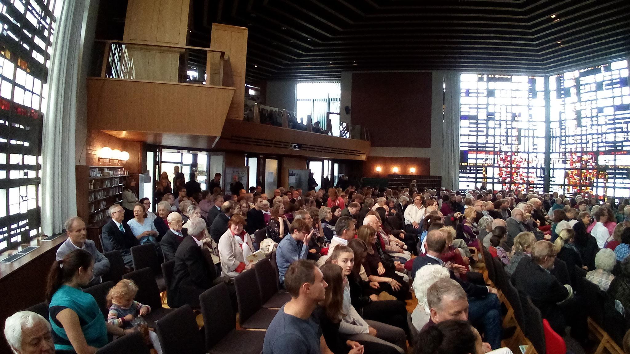 Über 500 Anwesende
