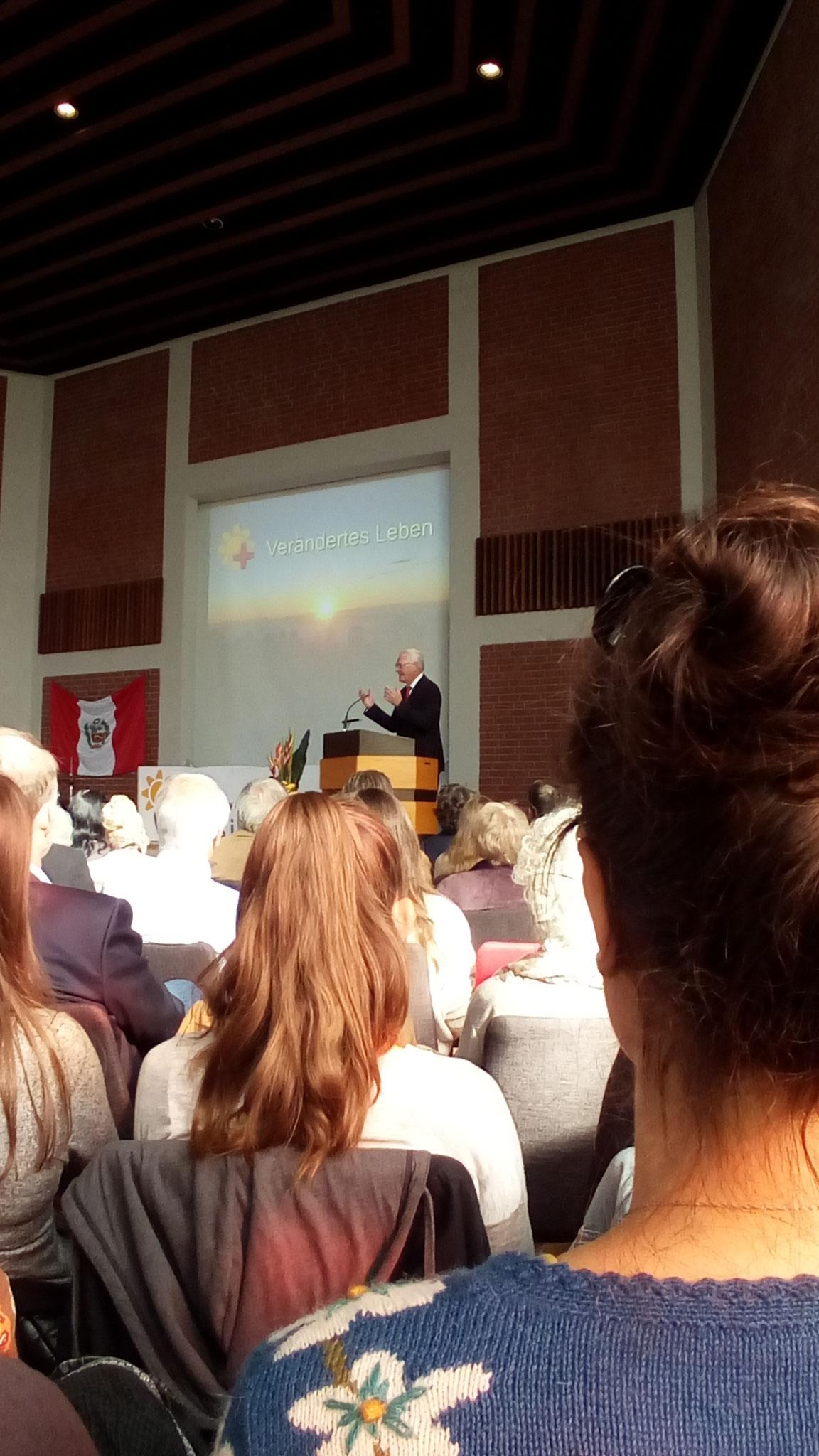 Ulrich Parzany sprach über die Heilung des Gelähmten der durchs Dach gereicht wurde