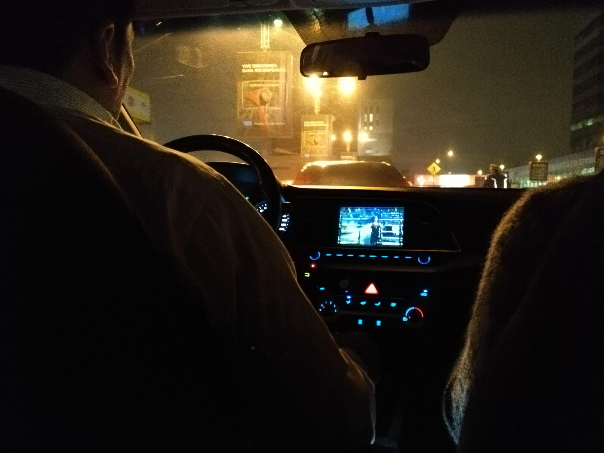 Auf der Fahrt durchs dunkle Lima habe ich mich schon etwas unsicher gefühlt, als der Taxifahrer nebenbei eine Gameshow geguckt hat.