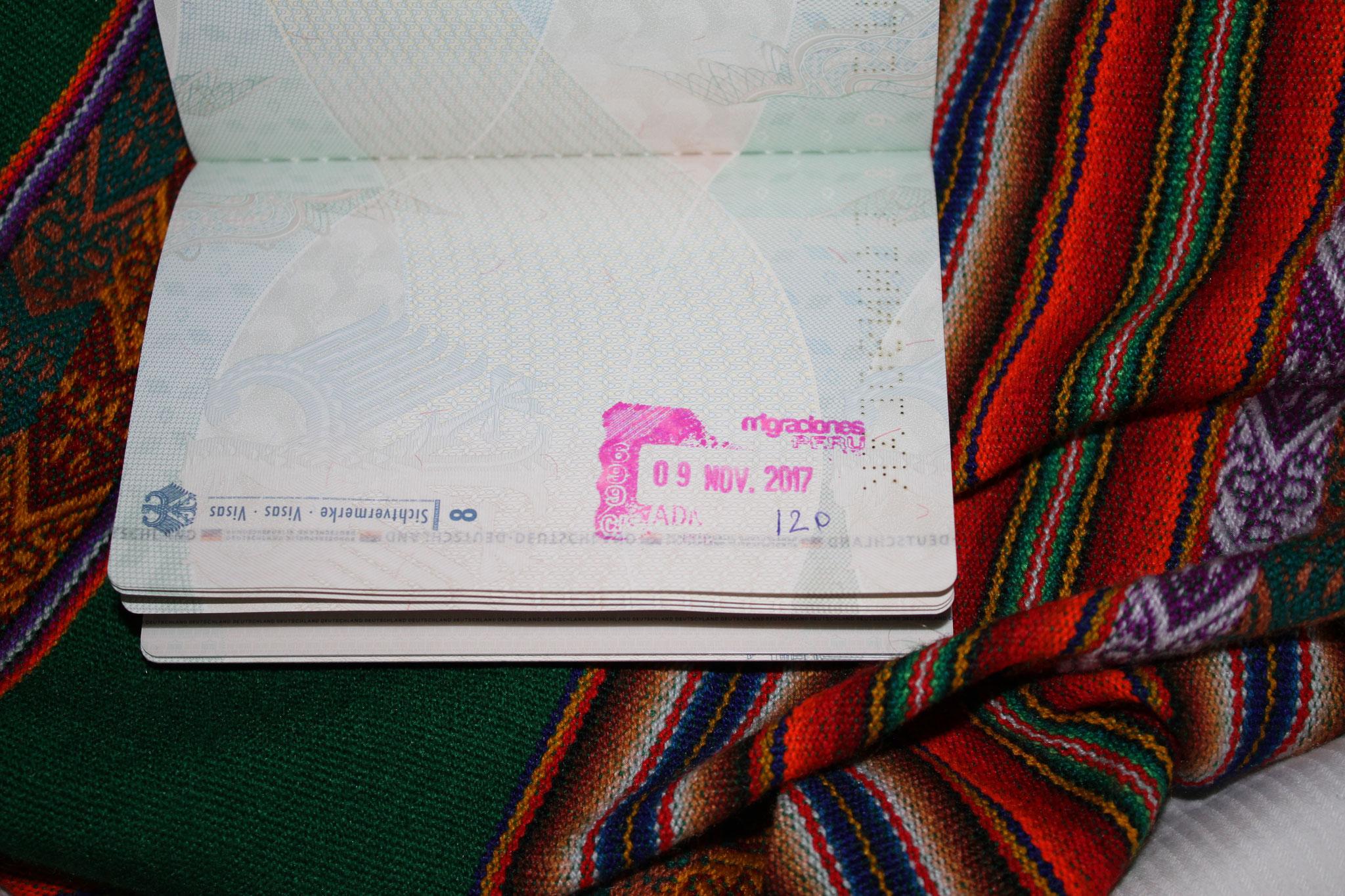 Der dafür zuständige Peruaner war sehr einsichtig und ließ sich überzeugen, jedem von uns 120 Tage zu geben. Betty bekam sogar 183 Tage, was ein echt großes Geschenk ist.