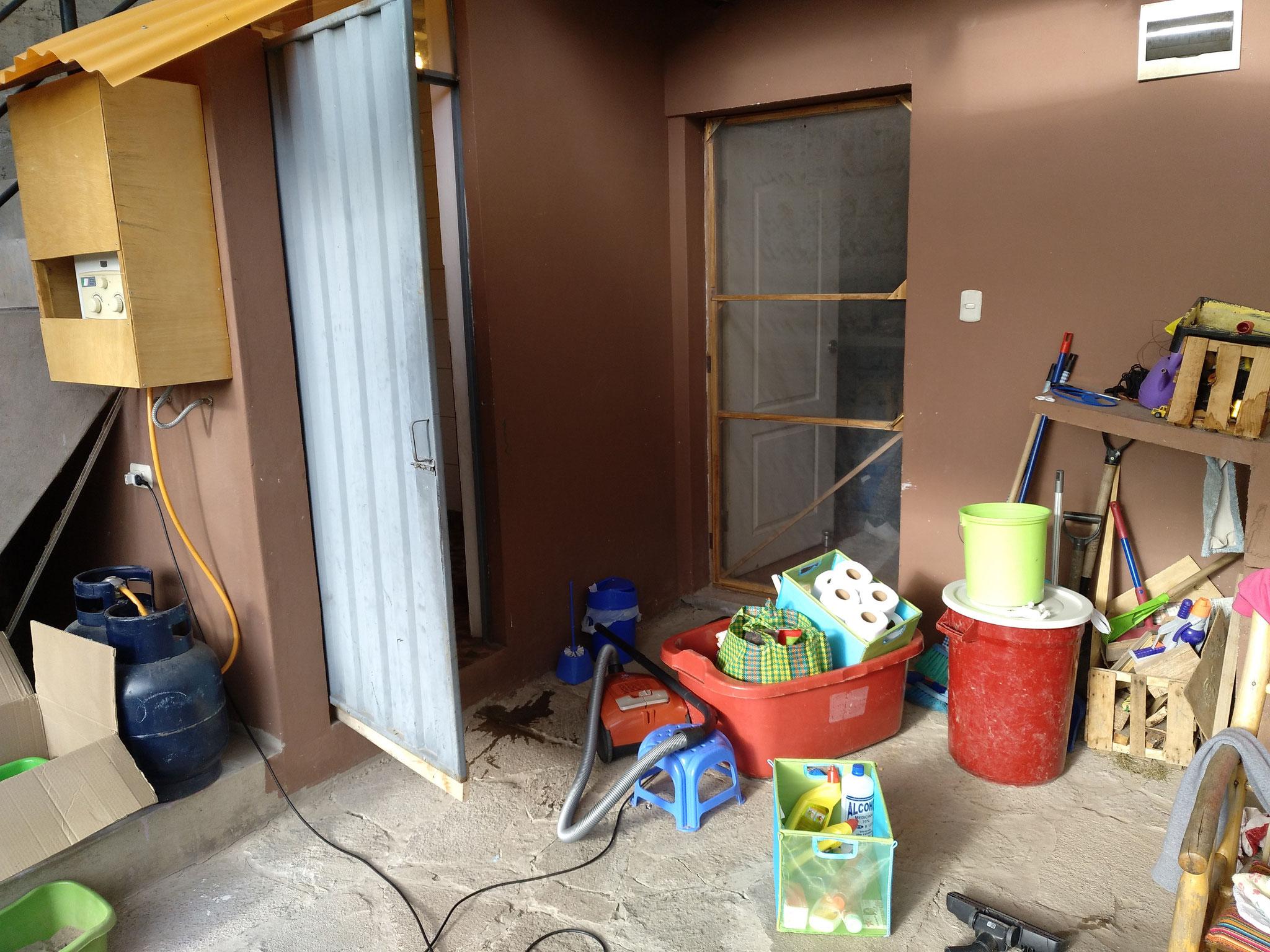 Zunächst putzen wir das neue Häuschen...