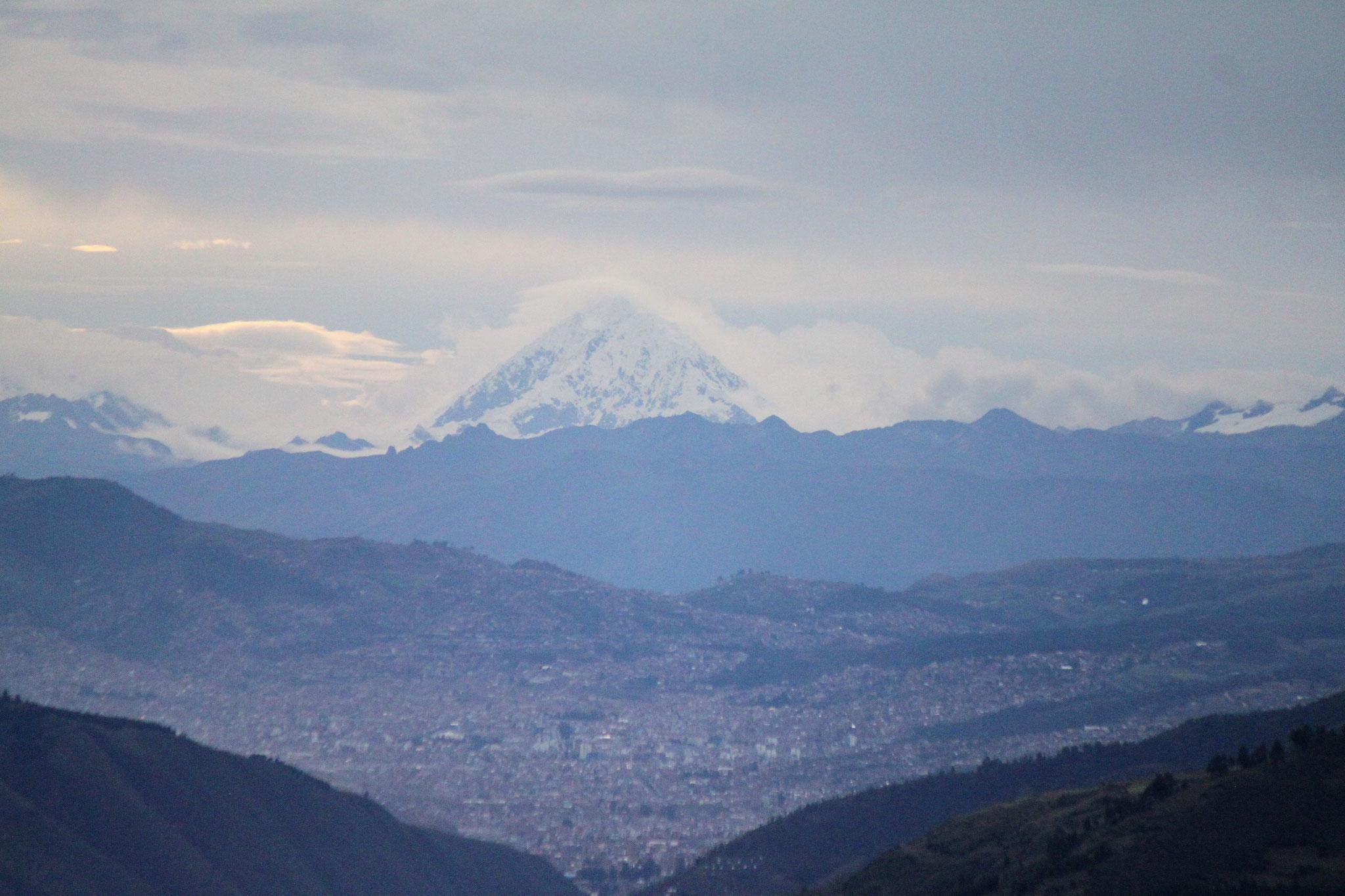 Wunderschöner Blick auf Cusco - im Hintergrund ist der Salcantay zu sehen (6.271 m)